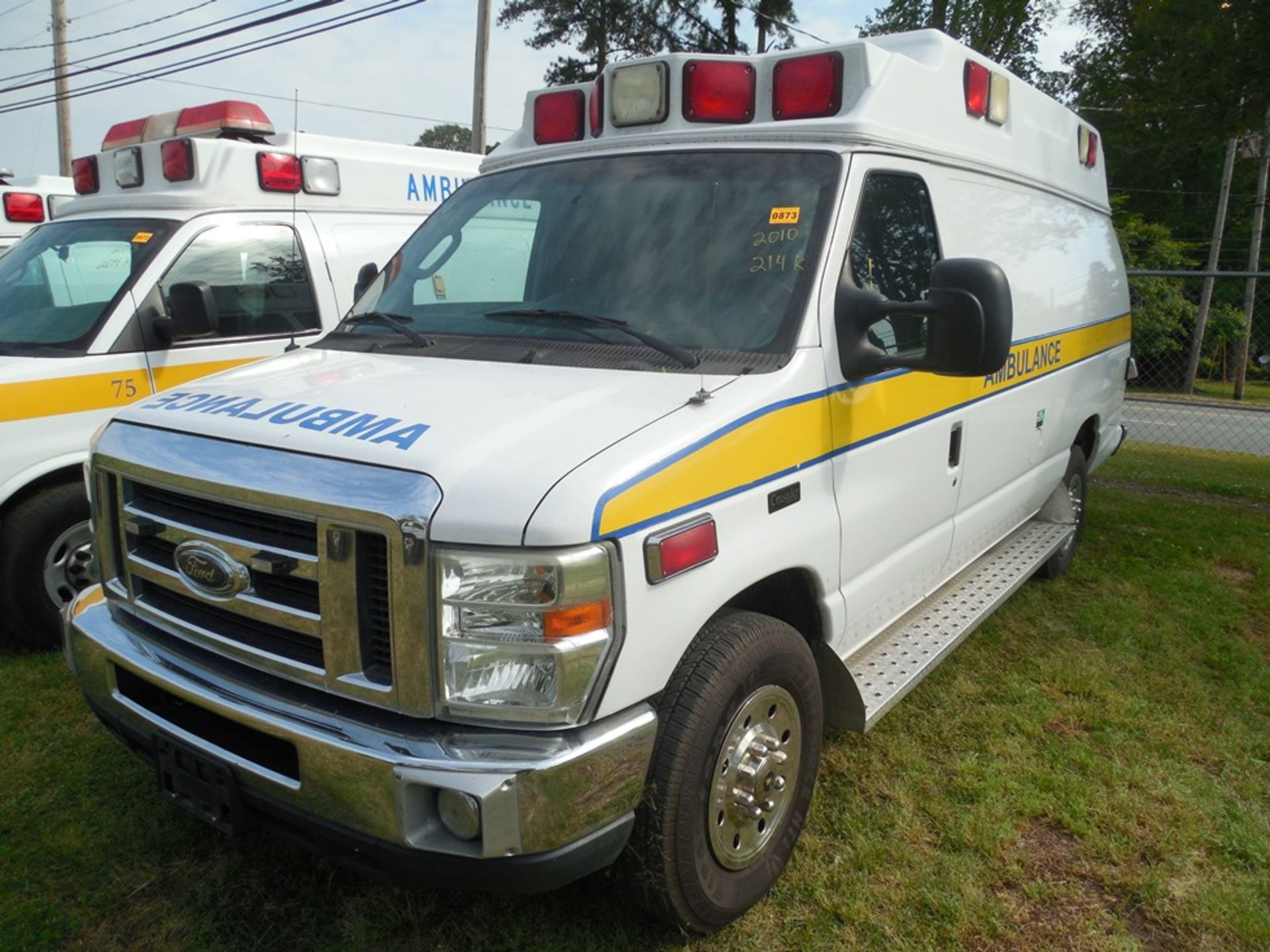 2010 Ford E350 Crusader Wheel Coach van ambulance 214,465 miles vin# 1FDSS3EP9ADA32493 - Image 2 of 6