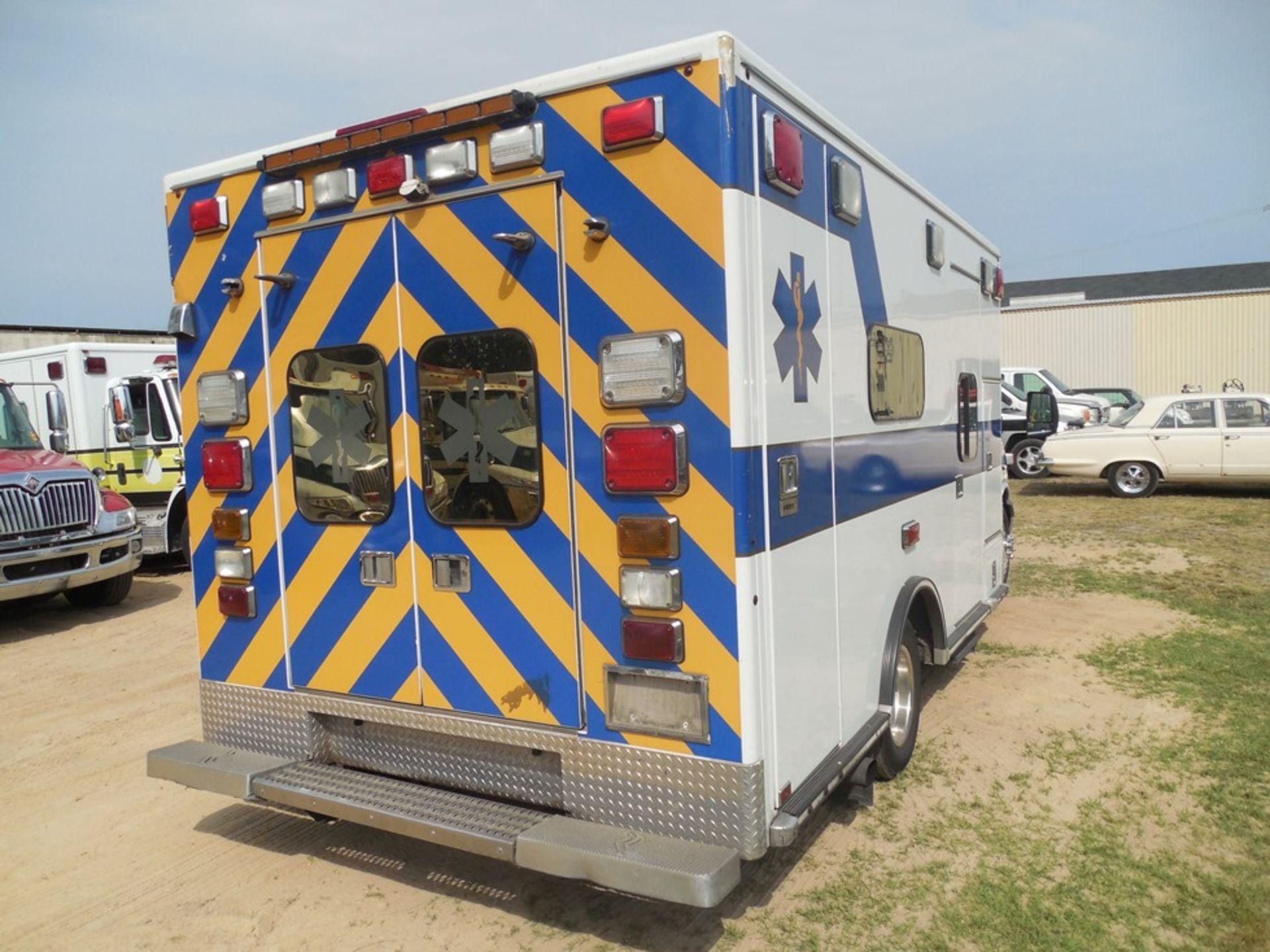 2009 Chev 4500 dsl, box ambulance 226,356 miles vin# 1GBKG316191158061 - Image 4 of 6