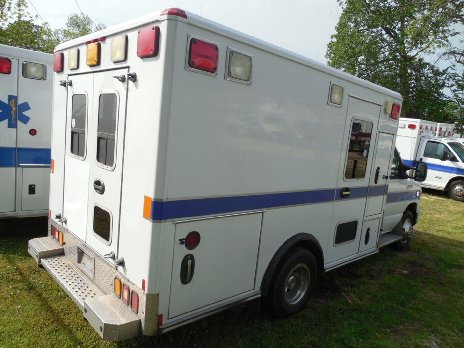 2010 Ford E350 Wheel Coach ambulance, dsl, 61,572 miles, vin# 1FDWE3FP2ADA14523 - Image 4 of 8