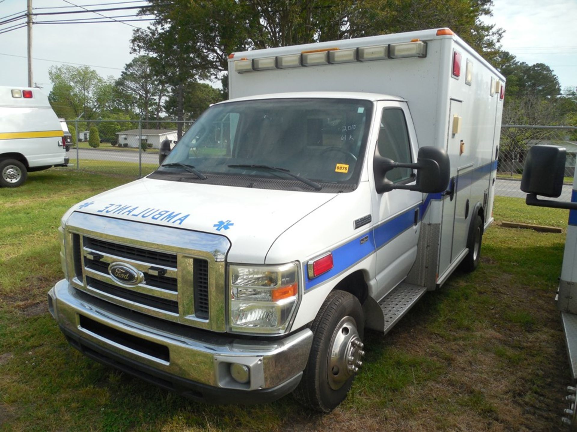 2010 Ford E350 Wheel Coach ambulance, dsl, 61,572 miles, vin# 1FDWE3FP2ADA14523 - Image 2 of 8