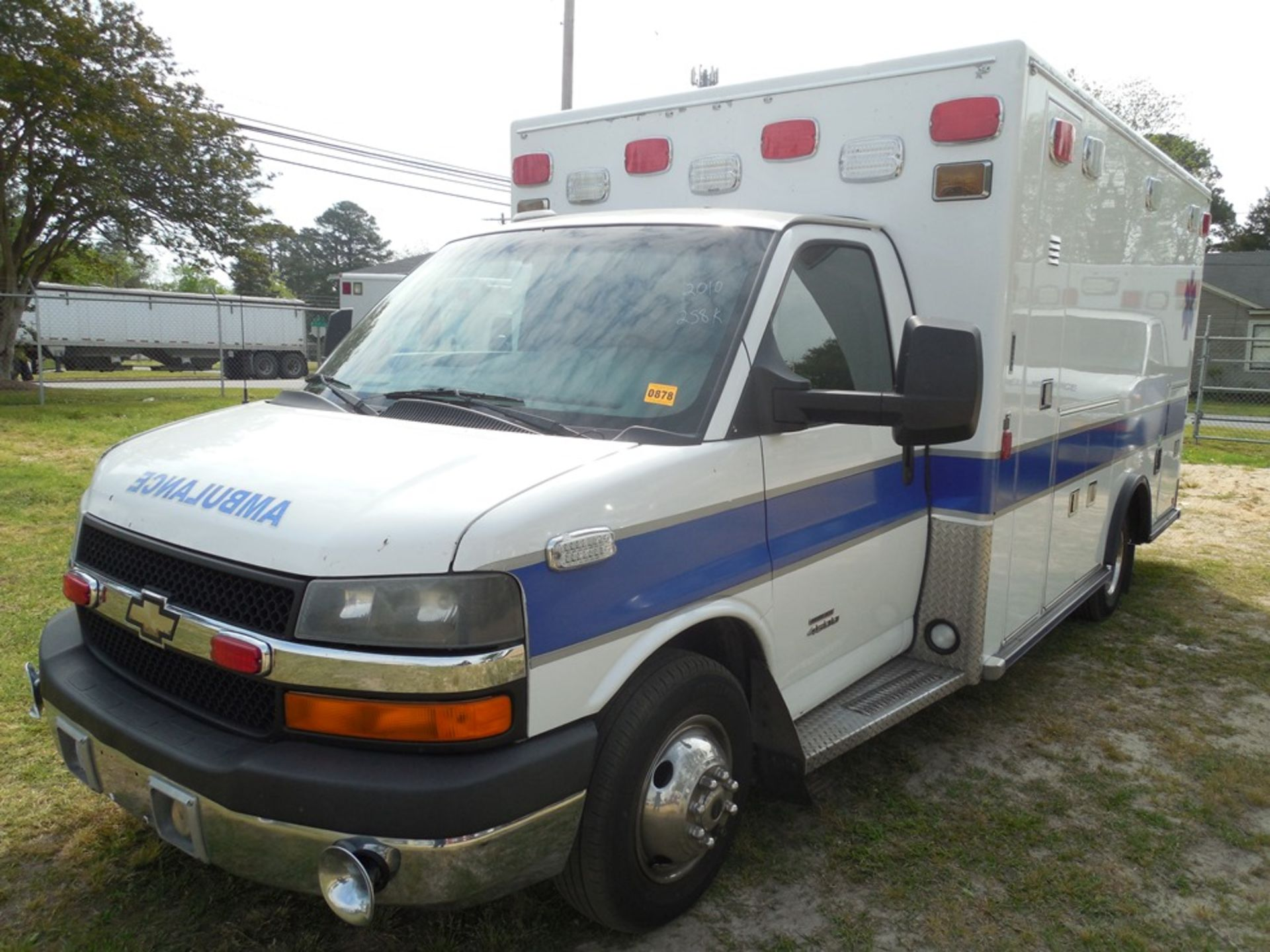 2010 Chev 4500 dsl box ambulance 258,589 miles, vin# 1GB9G5B6XA1132748 - Image 2 of 6