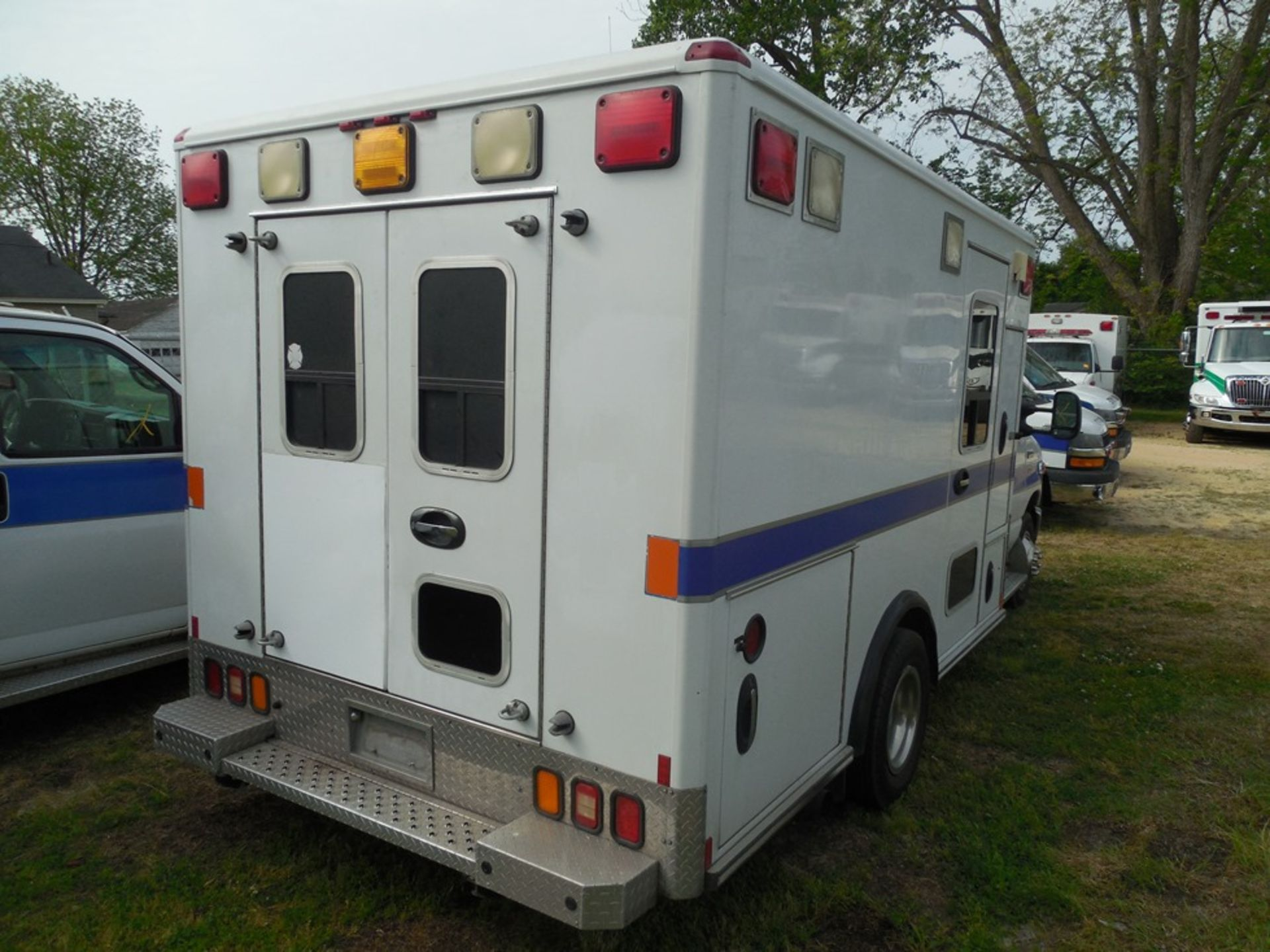 2010 Ford E350 Wheel Coach ambulance, dsl, 61,572 miles, vin# 1FDWE3FP2ADA14523 - Image 6 of 8