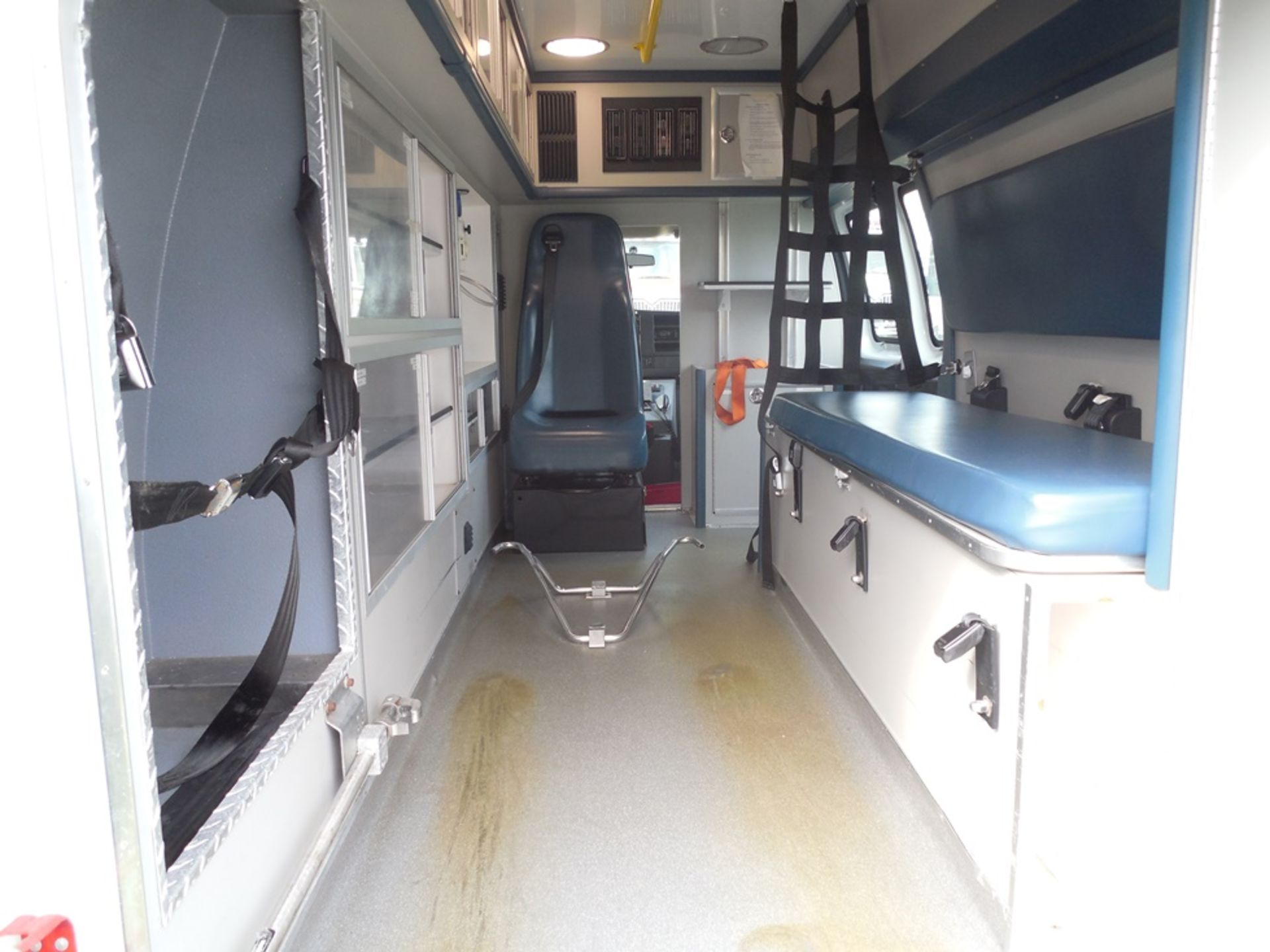 2014 Chev van ambulance dsl, 172,472 miles, vin# 1GBZGUC19E1162022 - Image 6 of 6