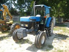 FORD 8340 tractor (cranks but needs hydraulic pump and hydraulic repair) winshield broke in cab