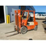 TOYOTA 5000LB FORKLIFT, MODEL 2FG25, S/N 10578, 2 STG MAST, GAS ENGINE, STD TRANSMISSION, AIR TIRES,