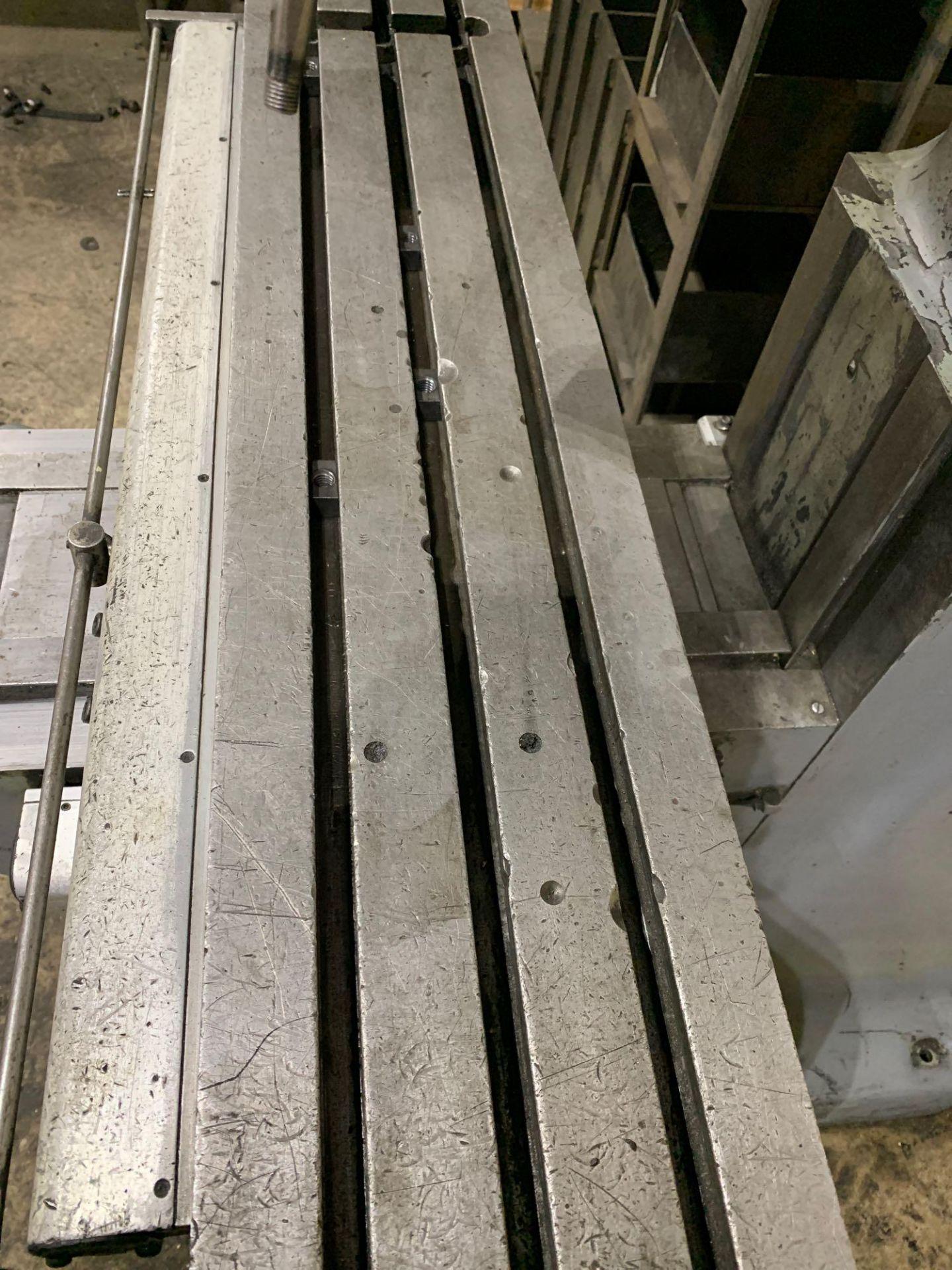 "Bridgeport 2J Vertical Milling Machine Variable Speed Head S/N 132833 CAPACITIES Table size: 9"" X 42 - Image 8 of 12"