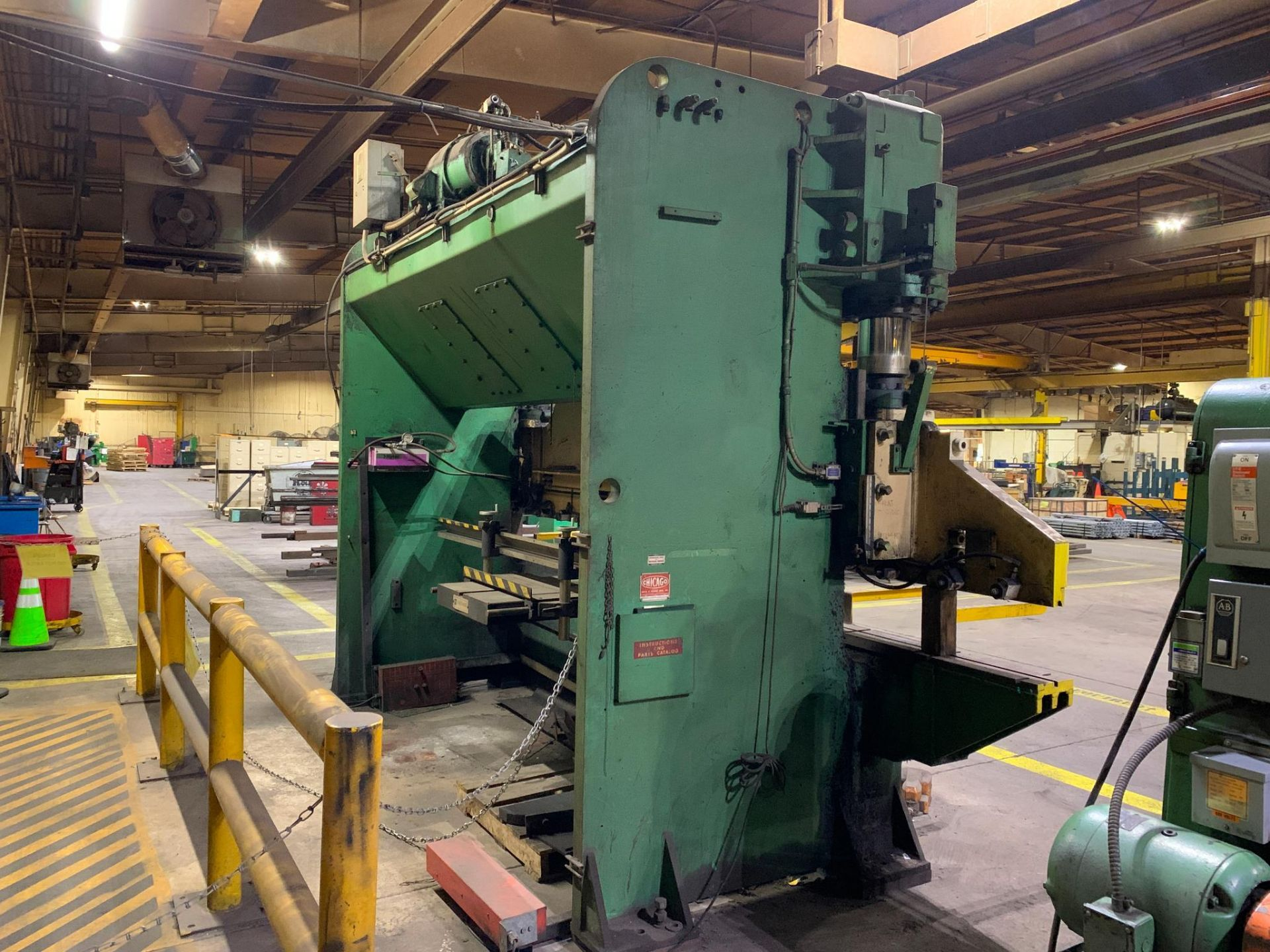 Chicago Dries & Krump Hydraulic Press Brake With: Hurco Autobend 7 Backgauge Control 200 Ton x 16' M - Image 5 of 41