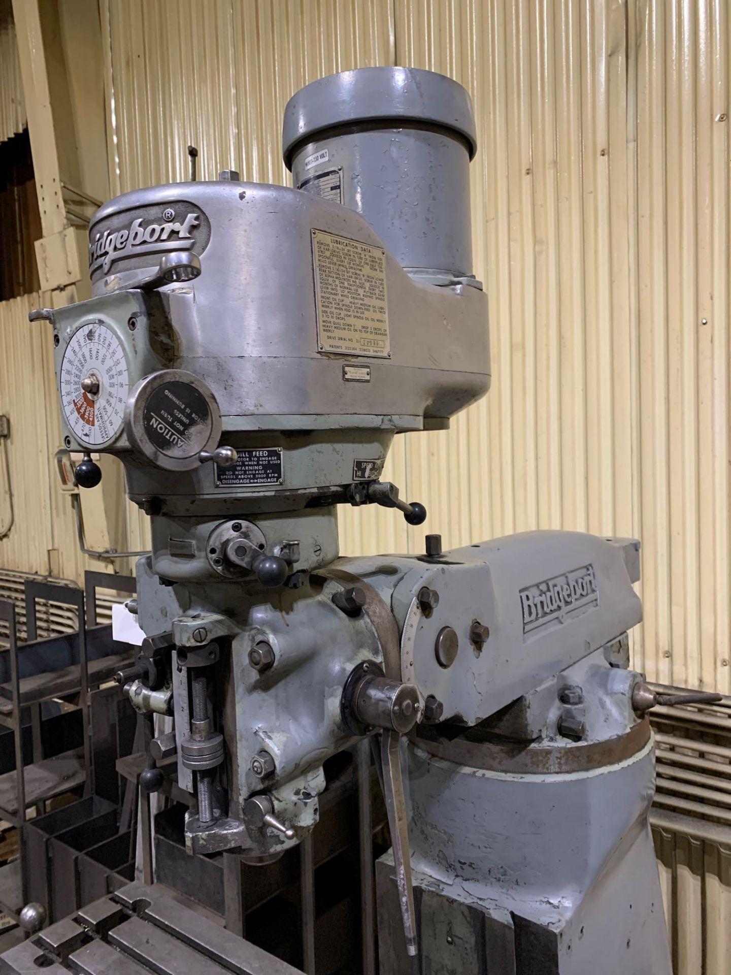 "Bridgeport 2J Vertical Milling Machine Variable Speed Head S/N 132833 CAPACITIES Table size: 9"" X 42 - Image 5 of 12"