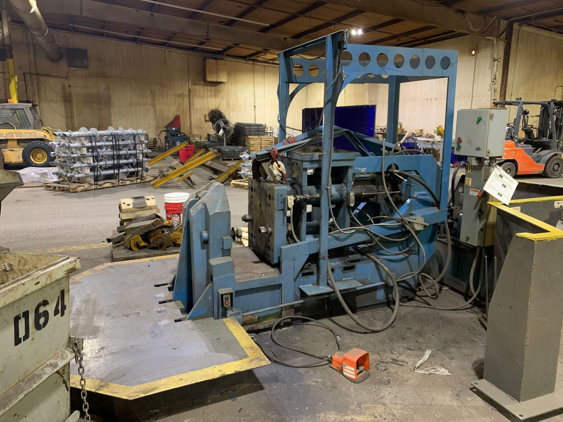 "Horizontal Hydraulic Bulldozer Press 24"" x 26"" Pattens approx 15"" stroke Mechanical Hand Pullbacks 2 - Image 4 of 11"