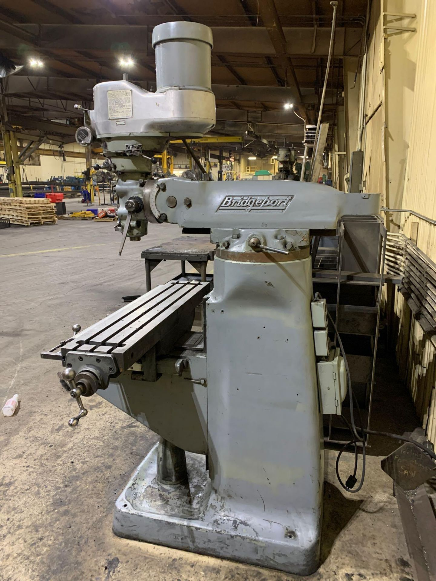 "Bridgeport 2J Vertical Milling Machine Variable Speed Head S/N 132833 CAPACITIES Table size: 9"" X 42 - Image 6 of 12"