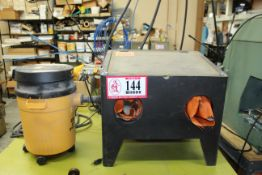 Small Table Top Mounted Sand Blast Cabinet w/ Dust Collector