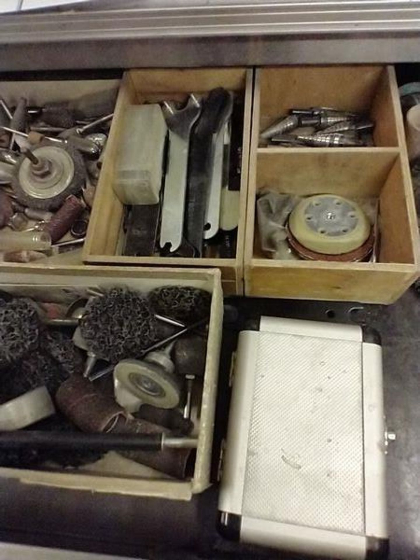 ASSORTED PNEUMATIC TOOLS WITH CONTENTS OF DRAWER - Image 3 of 7