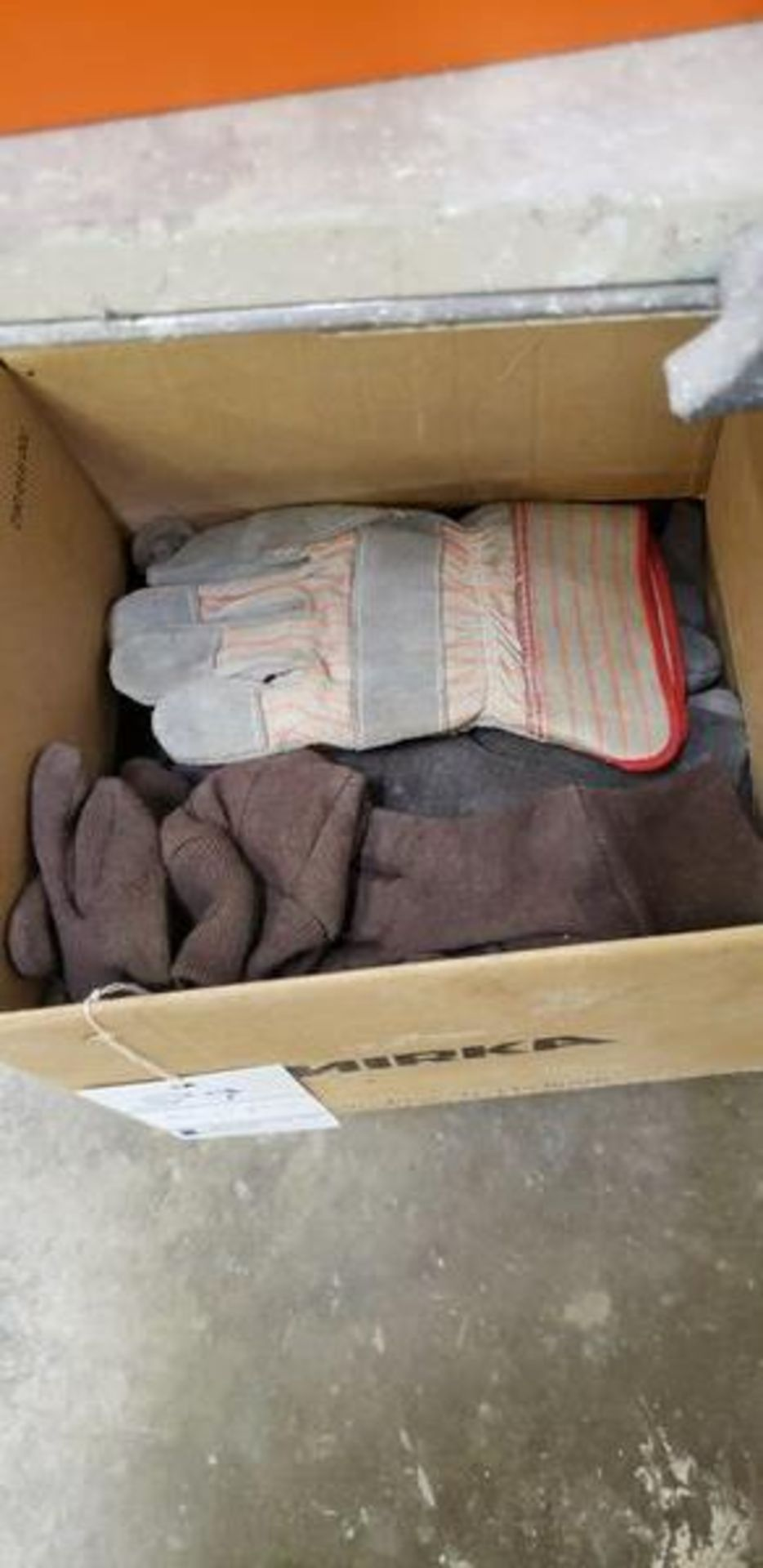 BOX OF NEW AND WORN GLOVES - Image 4 of 4