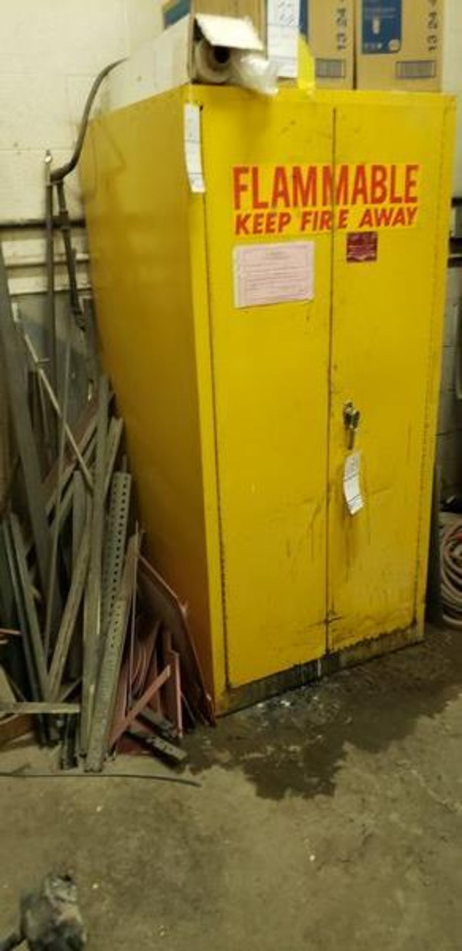 FLAMMABLE CABINET WITH CONTENT - MUST TAKE ALL - Image 2 of 6
