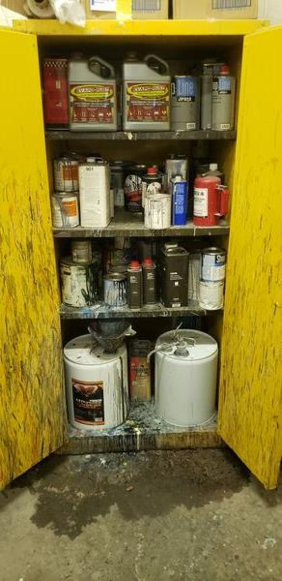 FLAMMABLE CABINET WITH CONTENT - MUST TAKE ALL - Image 3 of 6
