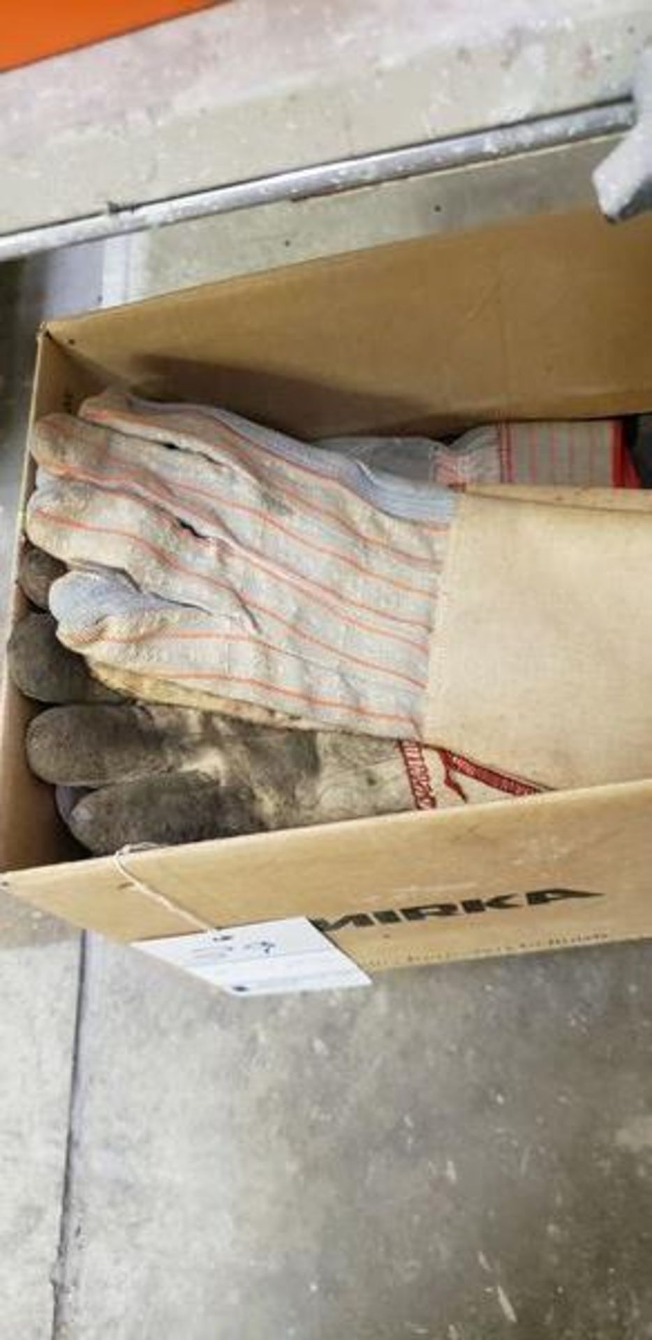 BOX OF NEW AND WORN GLOVES - Image 3 of 4