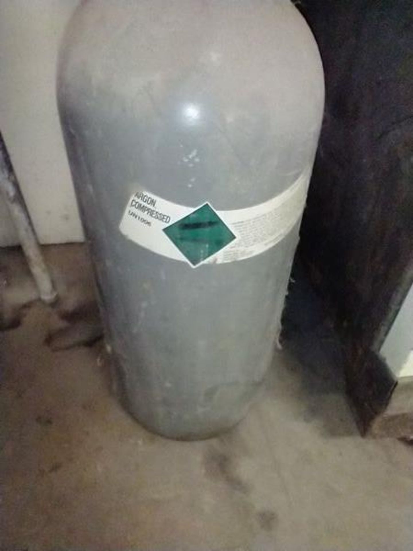 TANKS - GAS AND ARGON - WE DO NOT KNOW IF THESE TANKS CAN BE REFILLED - Image 4 of 4