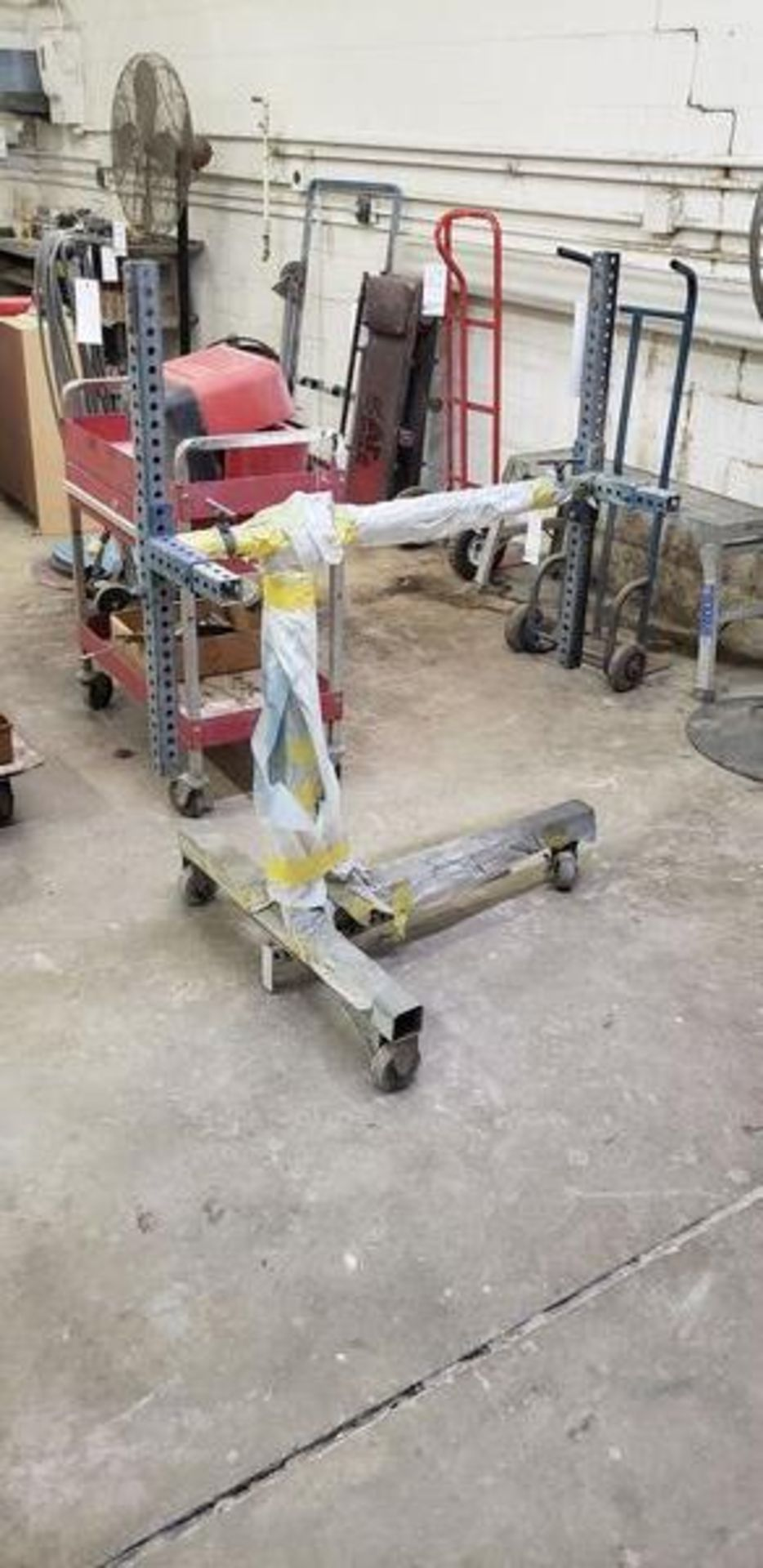 AUTO BODY PAINT STAND