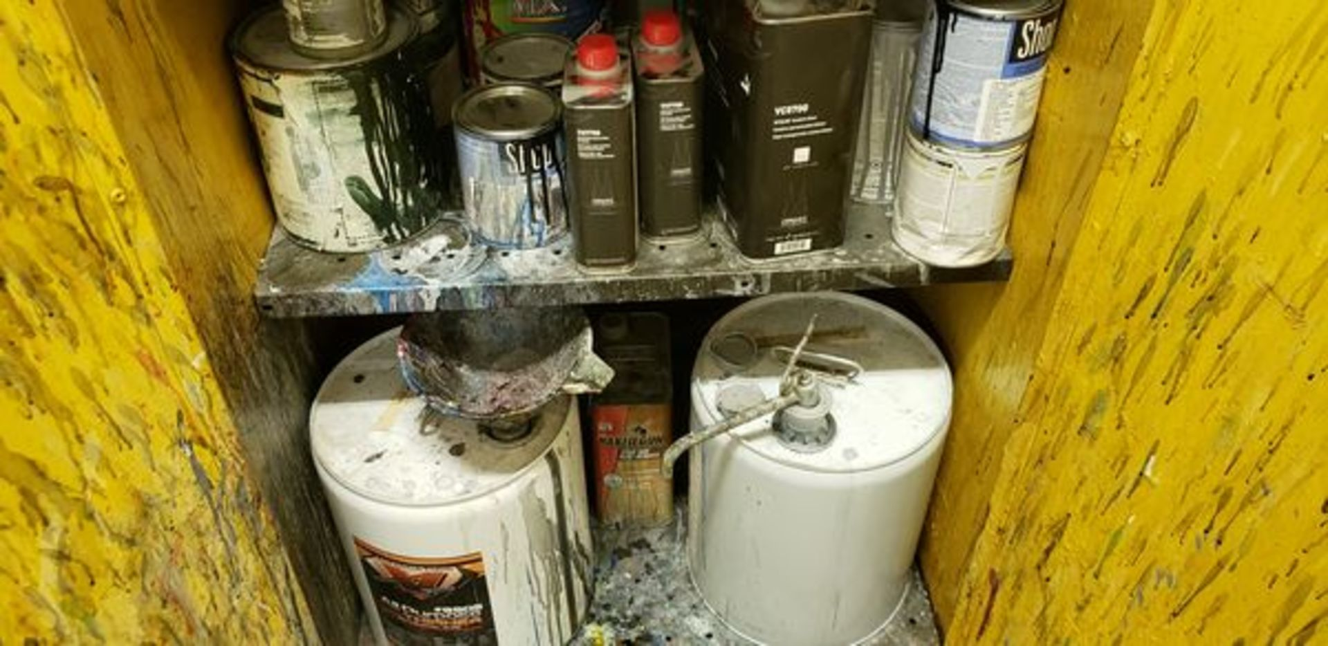 FLAMMABLE CABINET WITH CONTENT - MUST TAKE ALL - Image 6 of 6