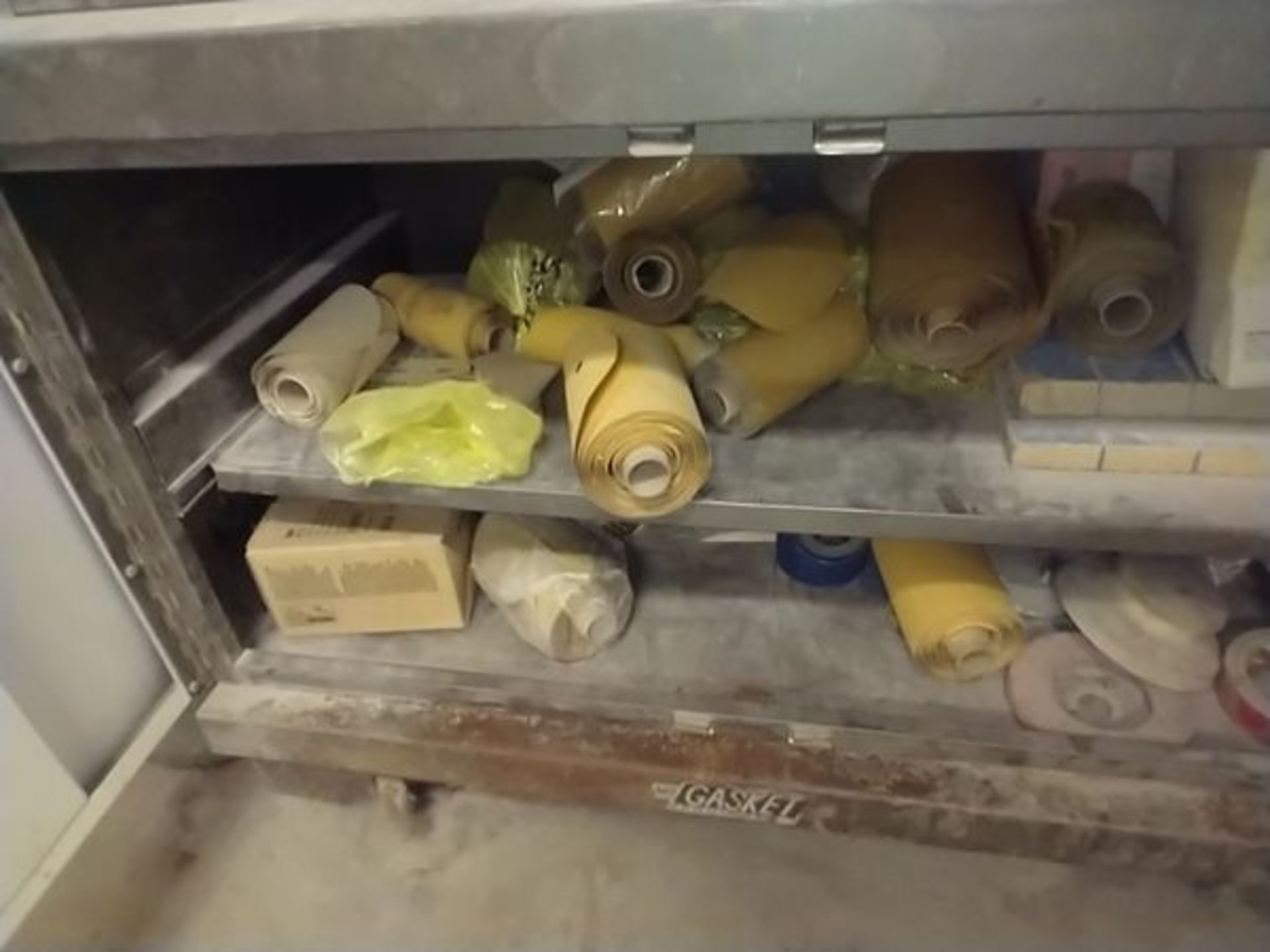 LOT OF ABRASIVE SHEETS, DISCS AND SANDING BLOCKS ON AND INSIDE CABINET (CABINET SOLD SEPARATELY) - Image 7 of 7