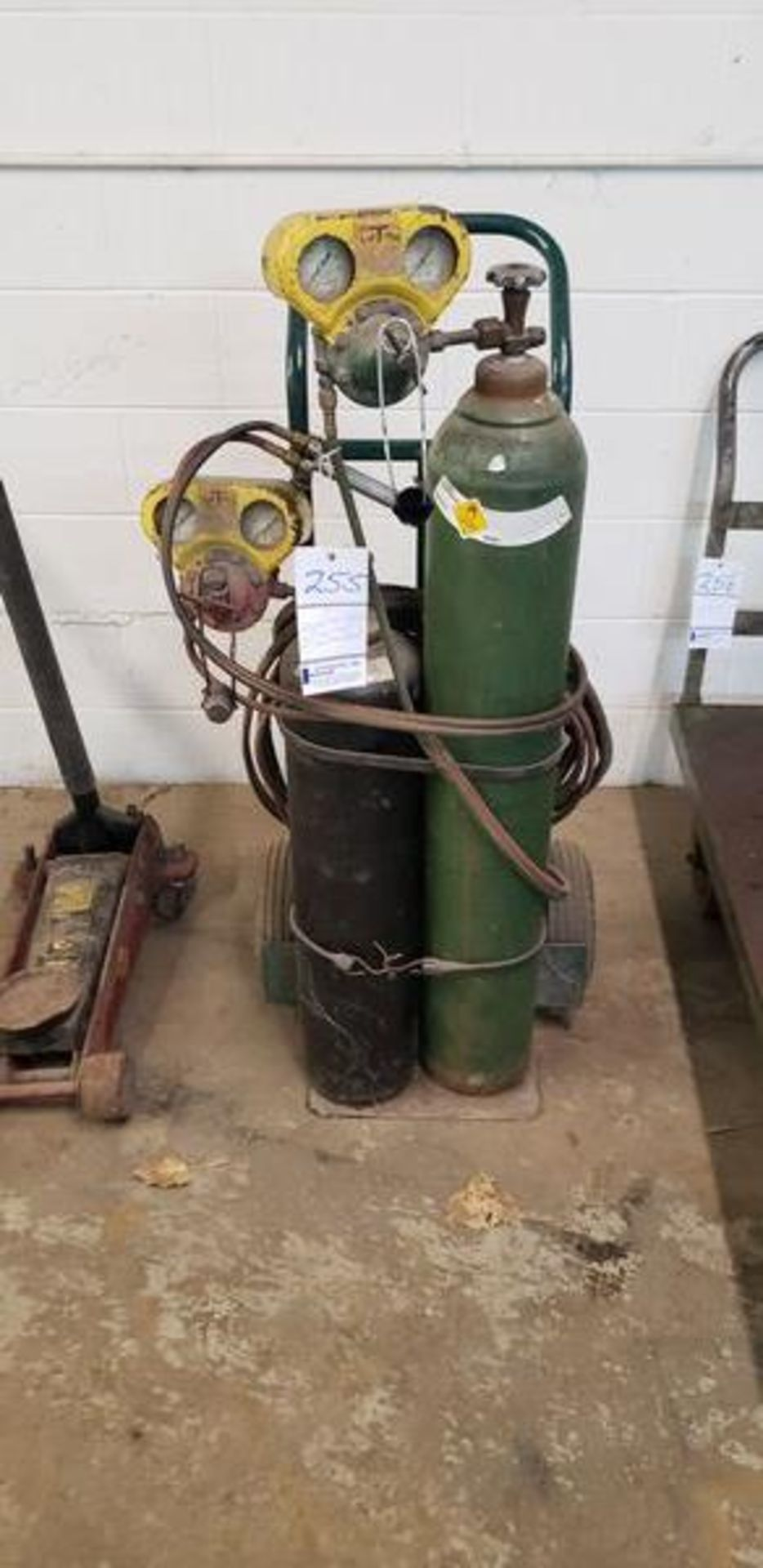 WELDING TORCH SET - WE DO NOT KNOW IF THESE TANKS CAN BE REFILLED