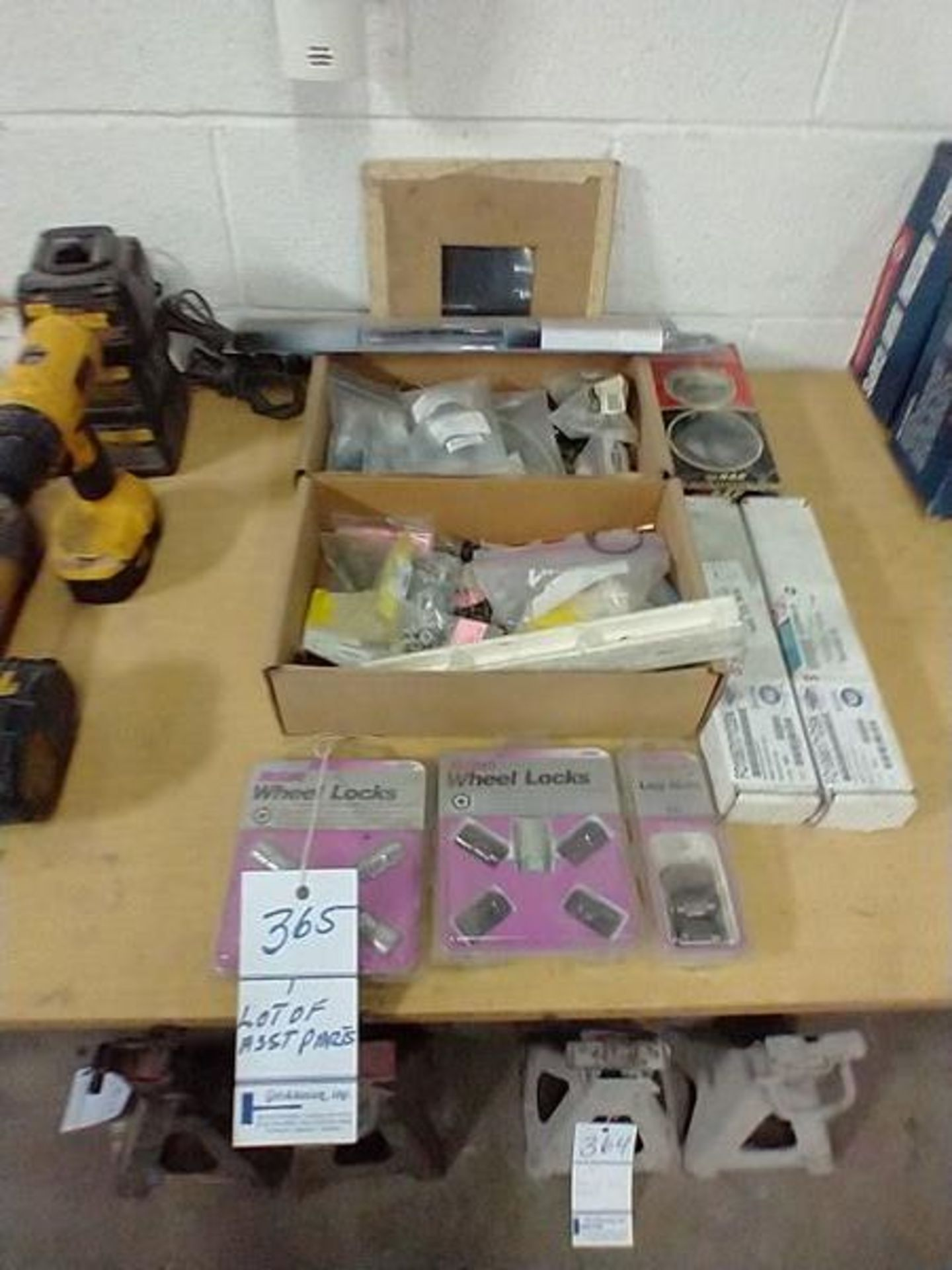 LOT OF ASSORTED PARTS