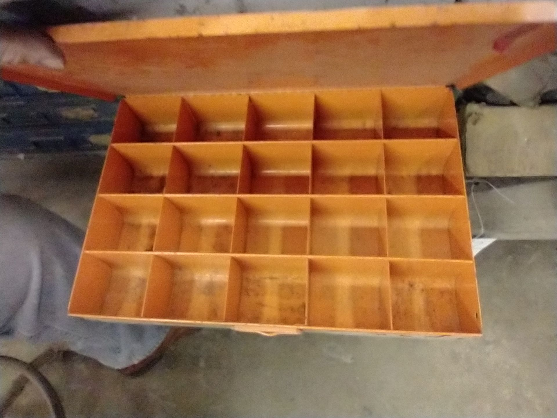 METAL 4 DRAWER PARTS CABINET WITH CONTENTS - Image 3 of 5