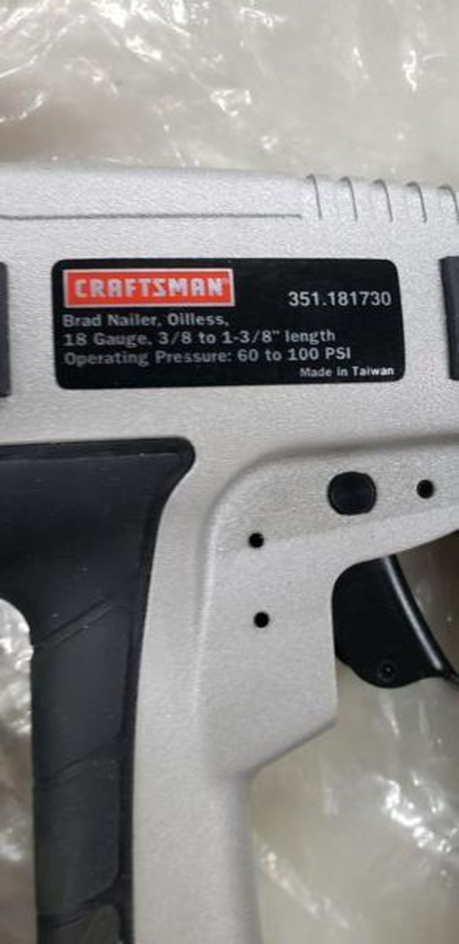 CRAFTSMAN PNEUMATIC FINISH NAILER AND BRAD NAILER WITH CARRY CASE - Image 5 of 6