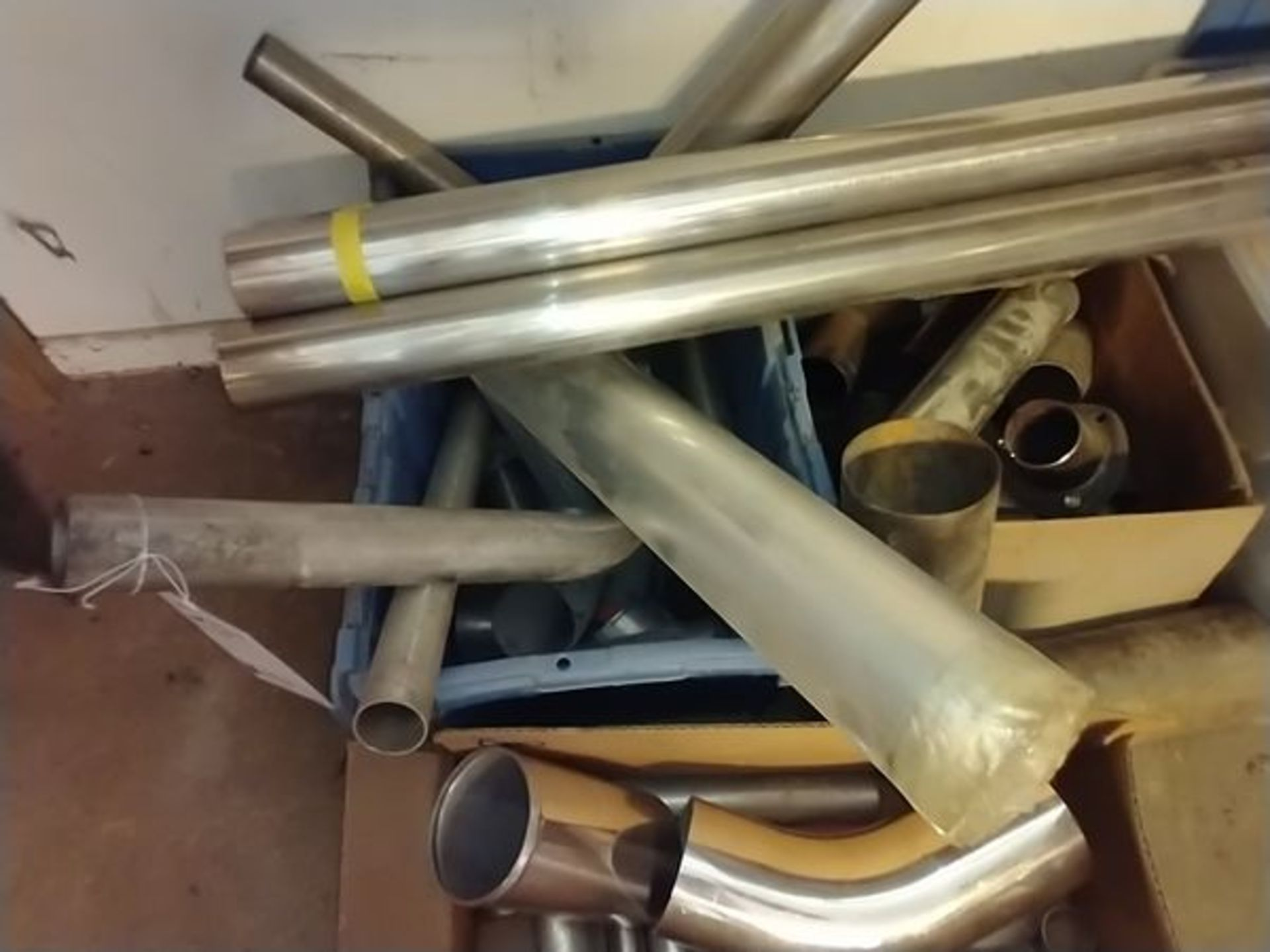 LOT OF ASSORTED MUFFLER PARTS - Image 3 of 4