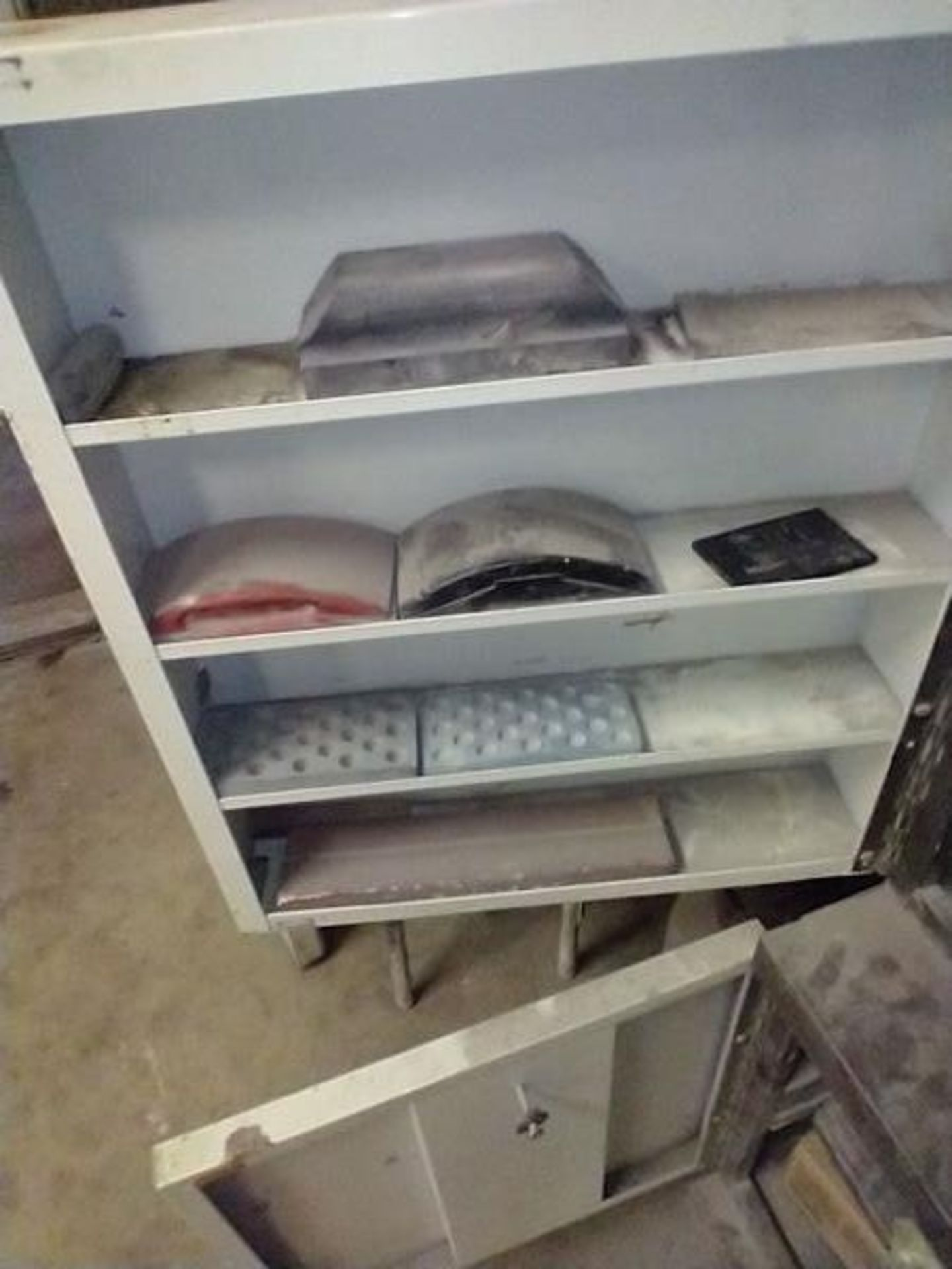 LOT OF ABRASIVE SHEETS, DISCS AND SANDING BLOCKS ON AND INSIDE CABINET (CABINET SOLD SEPARATELY) - Image 2 of 7