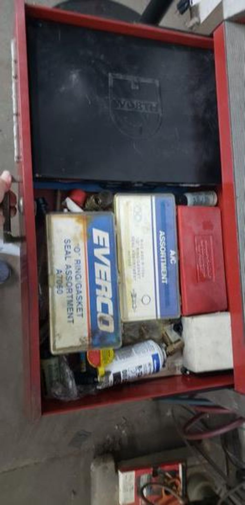 SNAP ON ACT2000 REFRIGERANT RECYCLING RECOVERY SYSTEM PLUS CONTENTS OF CABINET - Image 3 of 4