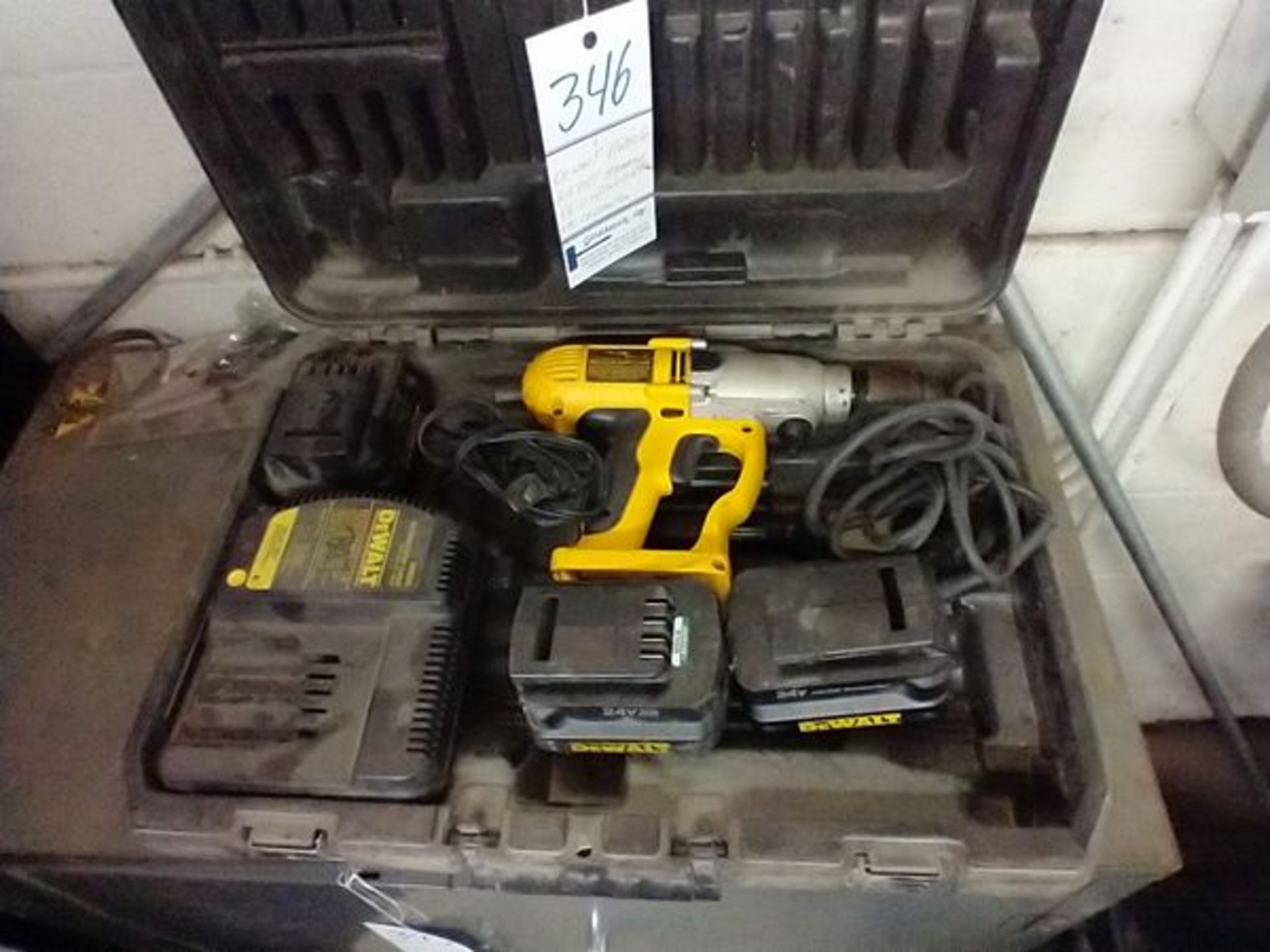 DEWALT DW006 24V HAMMER DRILL WITH 2 BATTERIES AND AC ADAPTER - Image 2 of 5