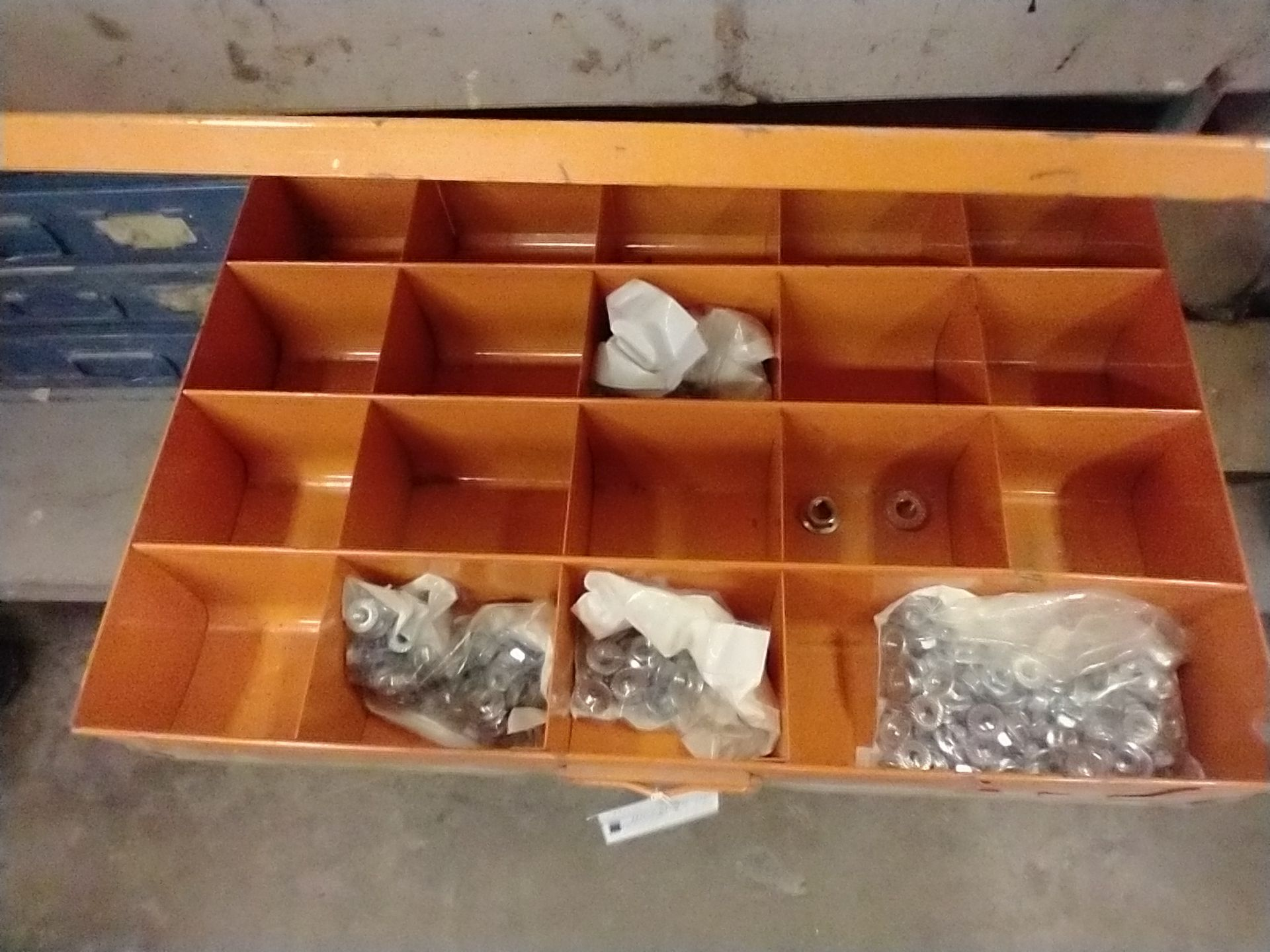 METAL 4 DRAWER PARTS CABINET WITH CONTENTS - Image 2 of 5