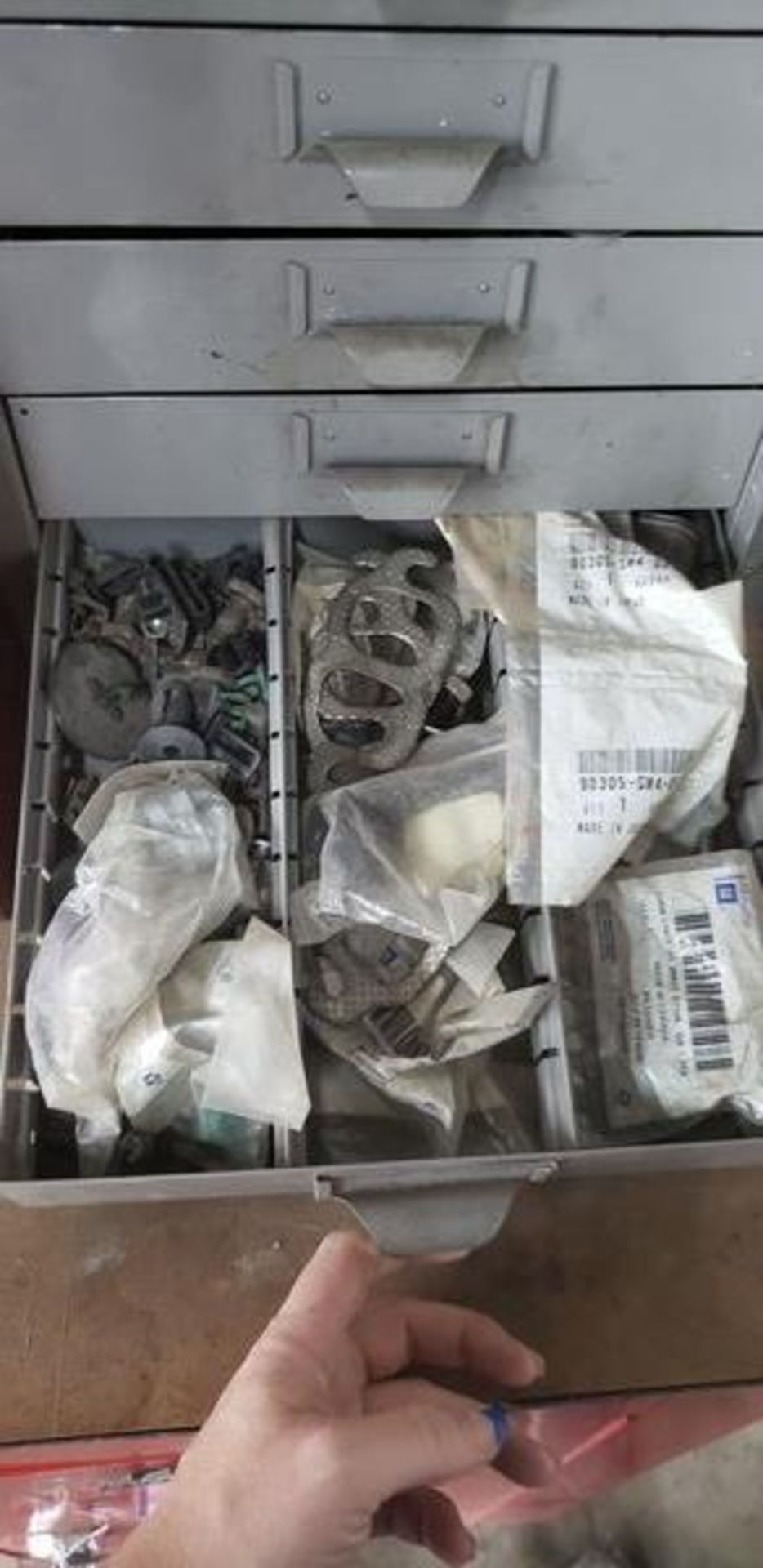 METAL 9 DRAWER CABINET WITH CONTENTS OF AUTO PARTS AND MISC - Image 2 of 10