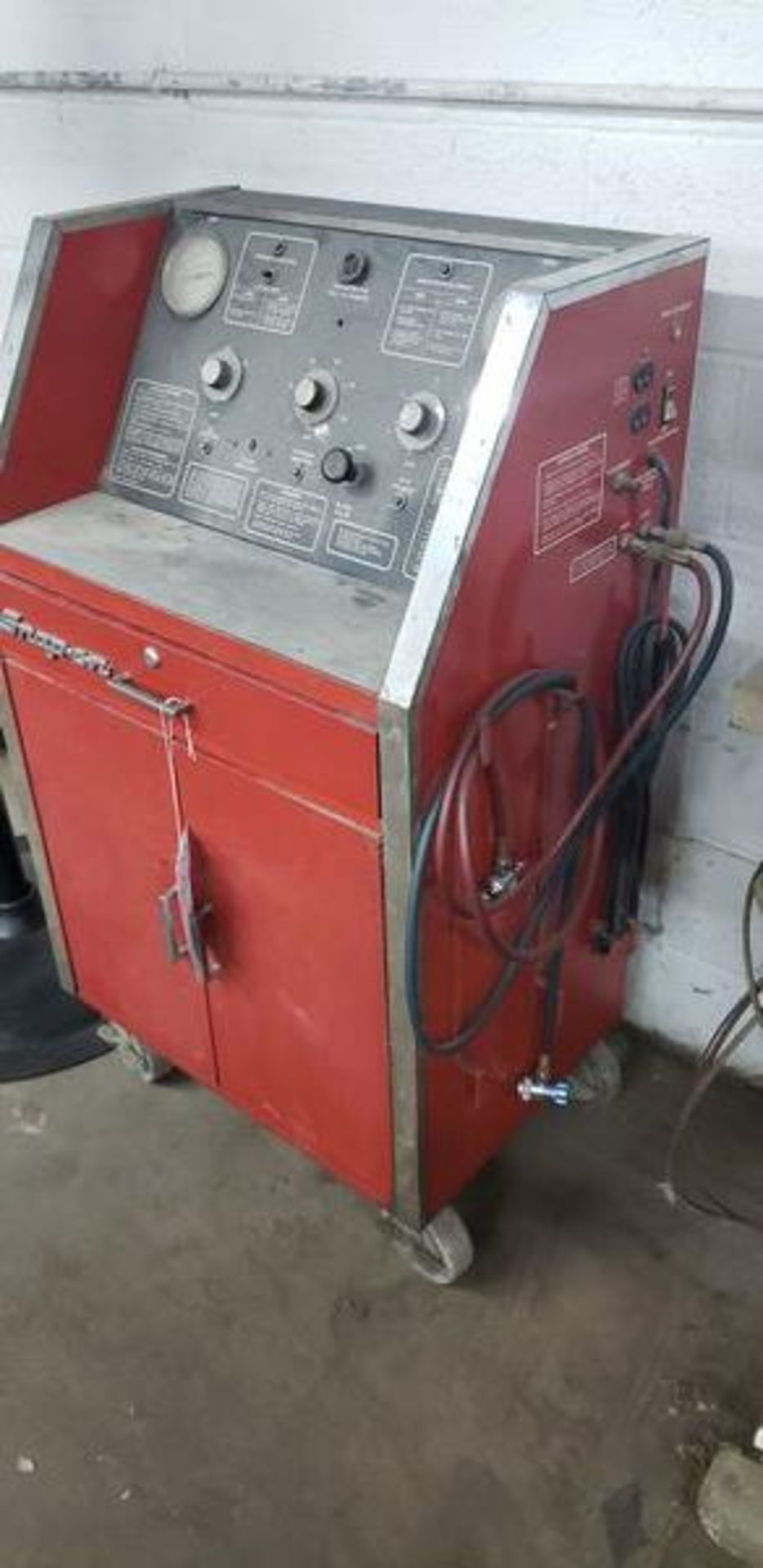 SNAP ON ACT2000 REFRIGERANT RECYCLING RECOVERY SYSTEM PLUS CONTENTS OF CABINET - Image 2 of 4