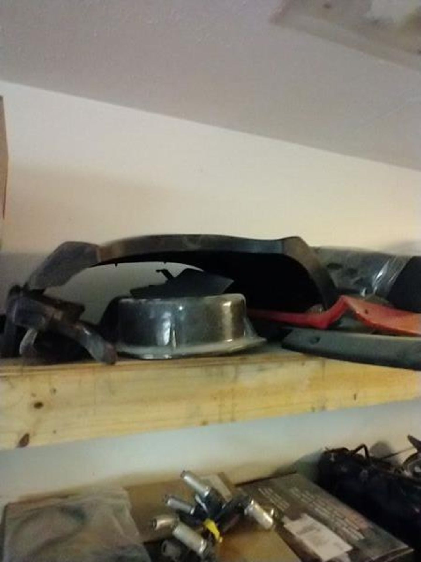 LOT OF ASSORTED CAR PARTS ON 2 SHELVES AND FLOOR - Image 6 of 23