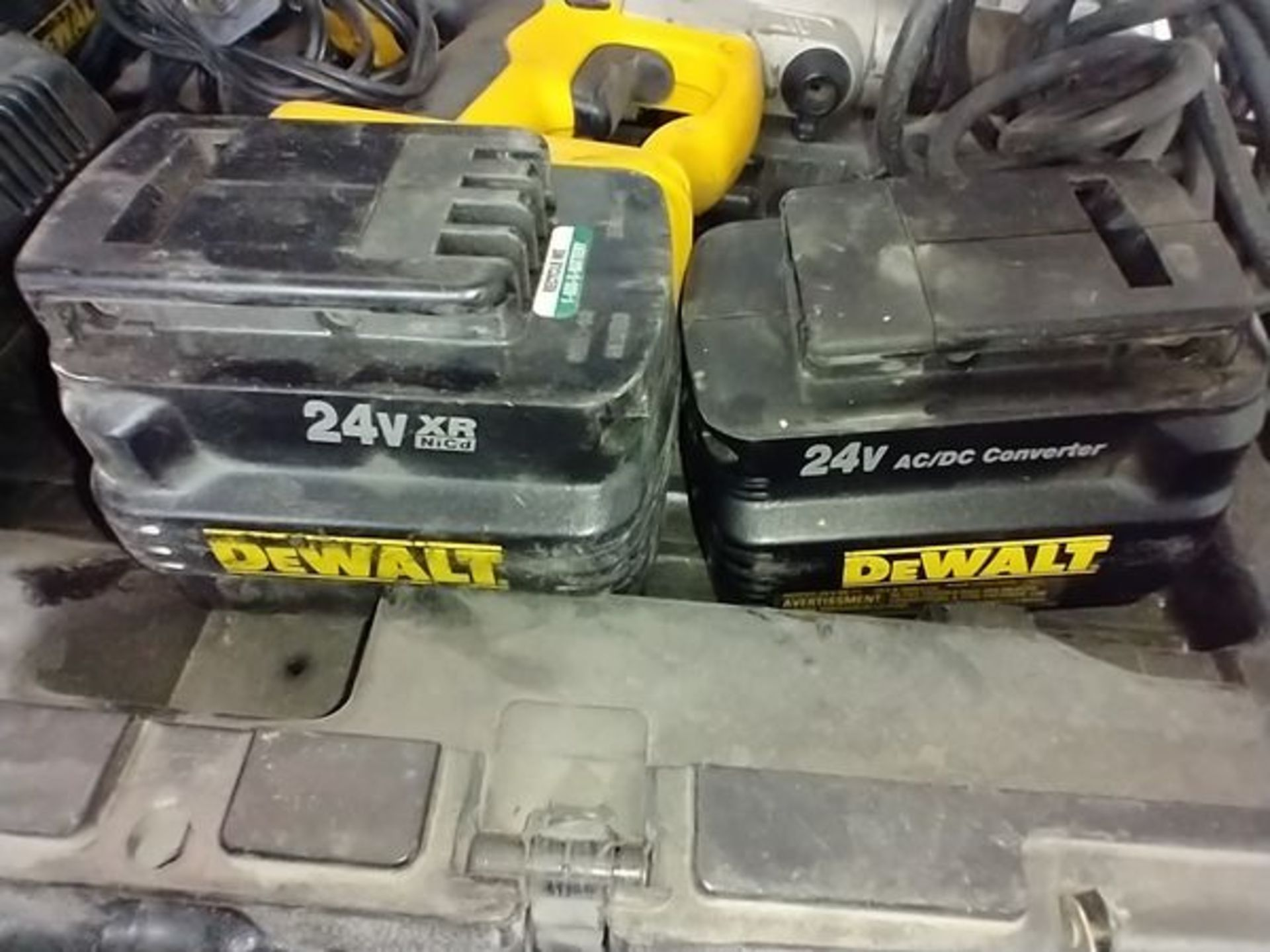 DEWALT DW006 24V HAMMER DRILL WITH 2 BATTERIES AND AC ADAPTER - Image 4 of 5