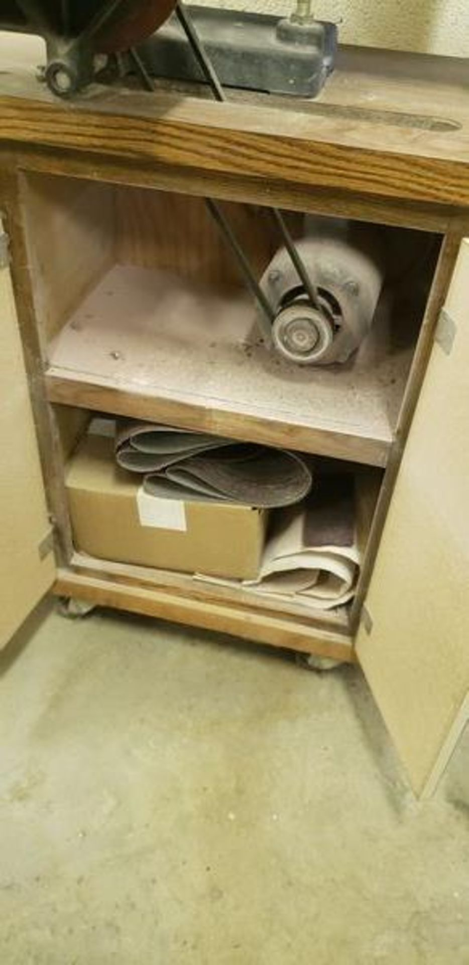 TOOL CRAFT BELT AND DISC SANDER - MODEL 4340 - WITH EXTRA BELTS - Image 3 of 4