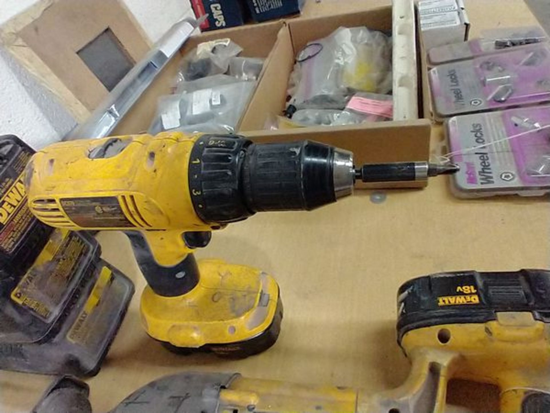 DEWALT DC970 18V DRILL AND DW938 18V RECIPROCATING SAW WITH CHARGER - Image 3 of 4