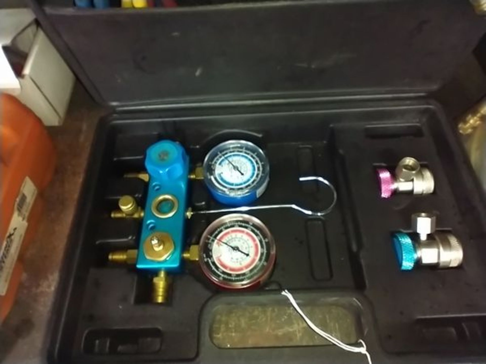 AUTO AC GAUGE TOOL KIT WITH EXTRAS - Image 2 of 4