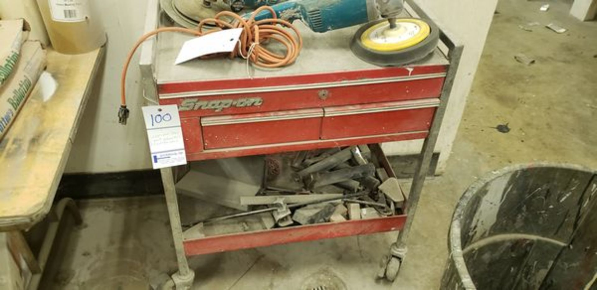 SNAP ON TOOL CART WITH CONTENT ON BOTTOM SHELF