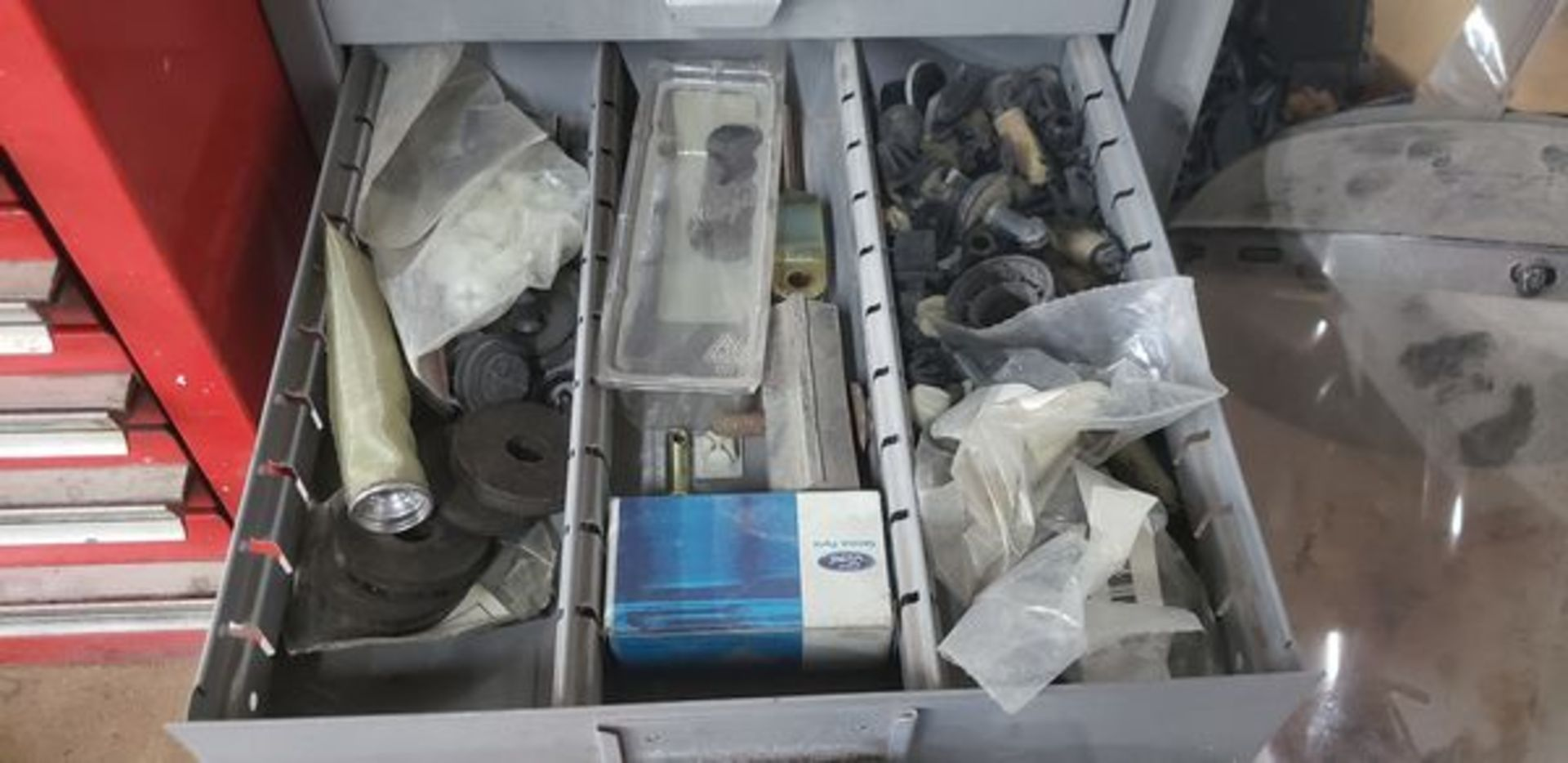 METAL 9 DRAWER CABINET WITH CONTENTS OF AUTO PARTS AND MISC - Image 4 of 10