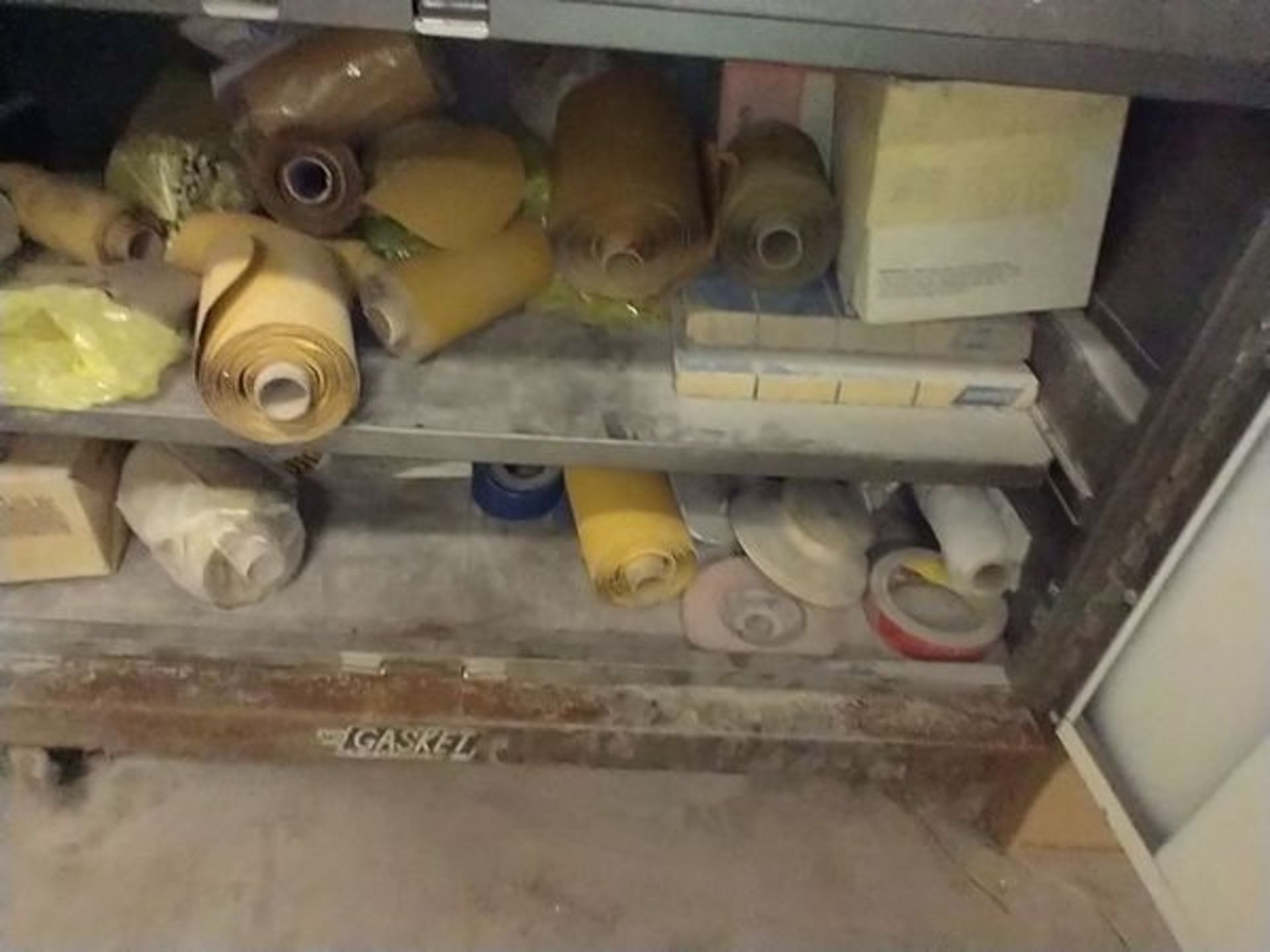 LOT OF ABRASIVE SHEETS, DISCS AND SANDING BLOCKS ON AND INSIDE CABINET (CABINET SOLD SEPARATELY) - Image 6 of 7