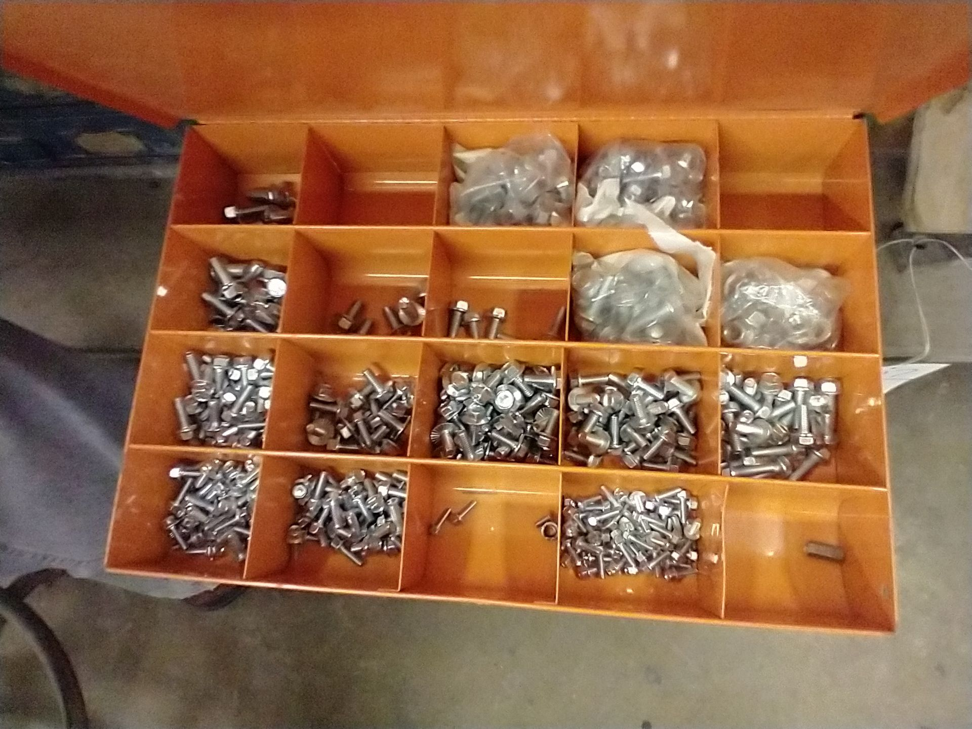 METAL 4 DRAWER PARTS CABINET WITH CONTENTS - Image 4 of 5