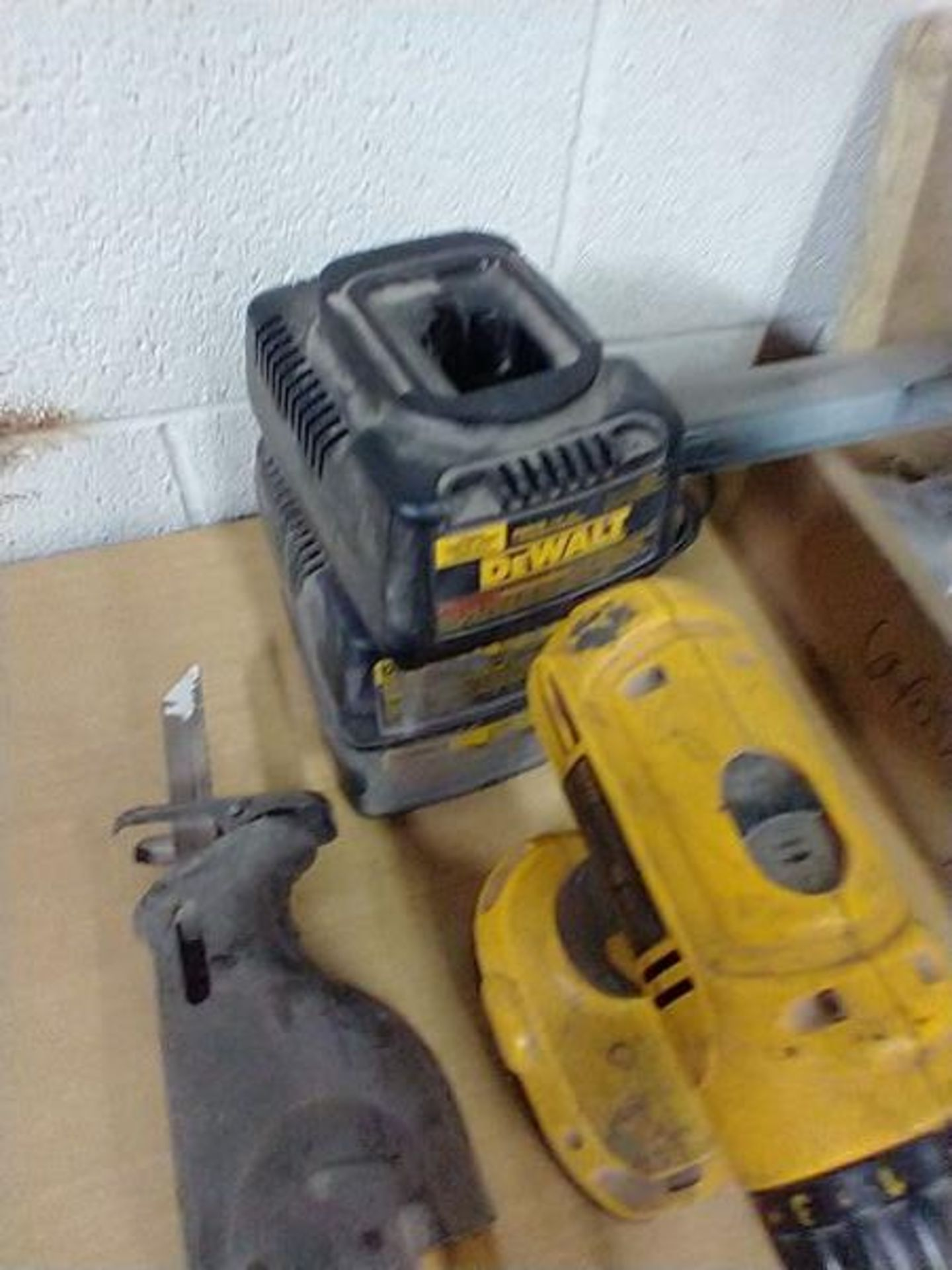 DEWALT DC970 18V DRILL AND DW938 18V RECIPROCATING SAW WITH CHARGER - Image 2 of 4