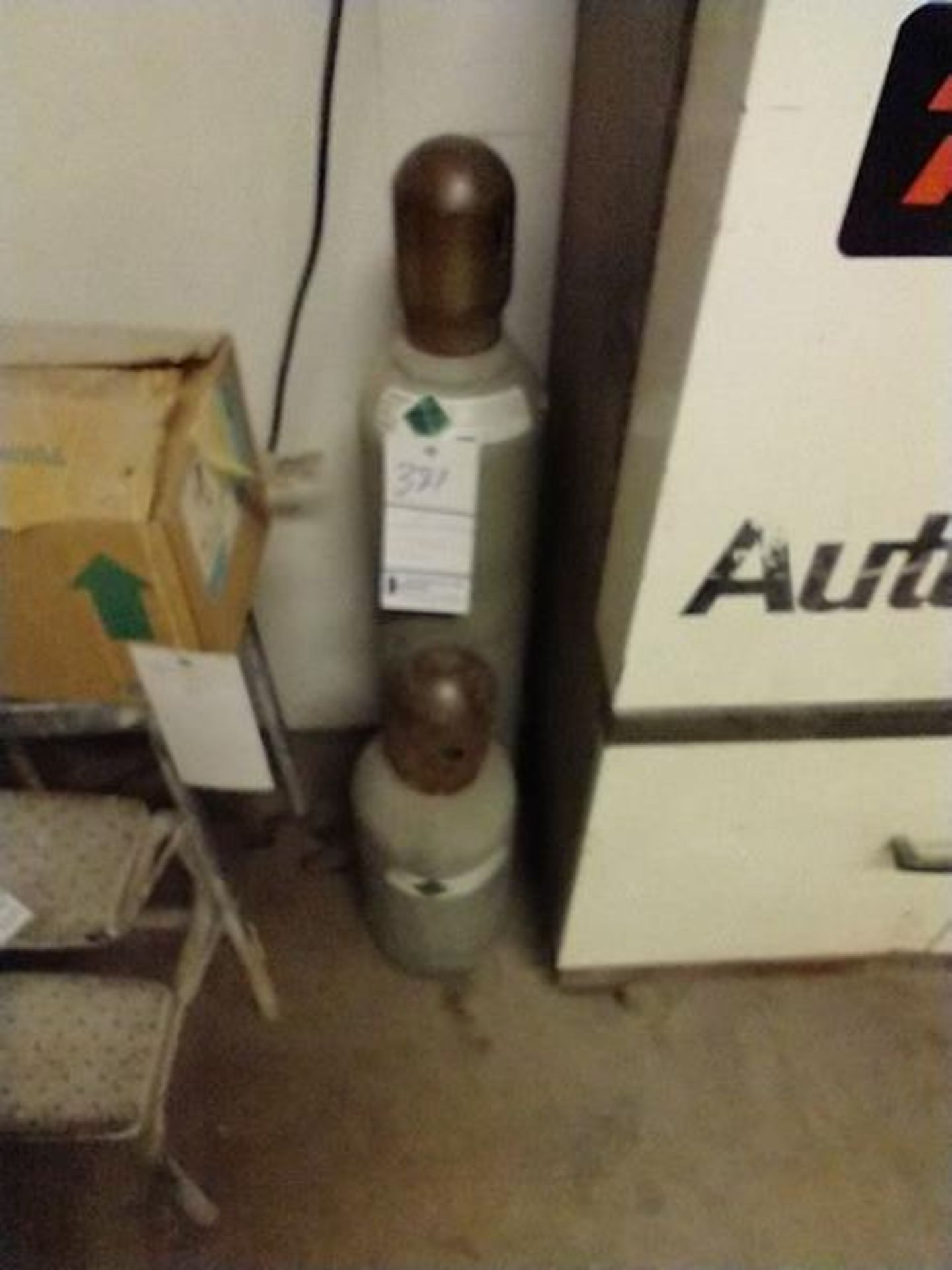 TANKS - GAS AND ARGON - WE DO NOT KNOW IF THESE TANKS CAN BE REFILLED