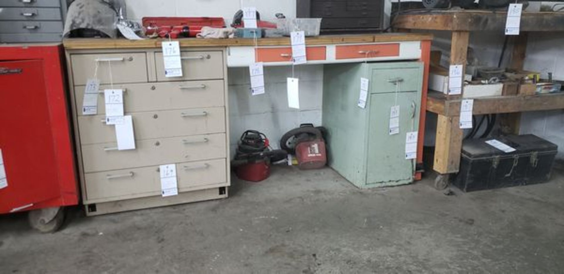 WORK BENCH WITH CABINETS