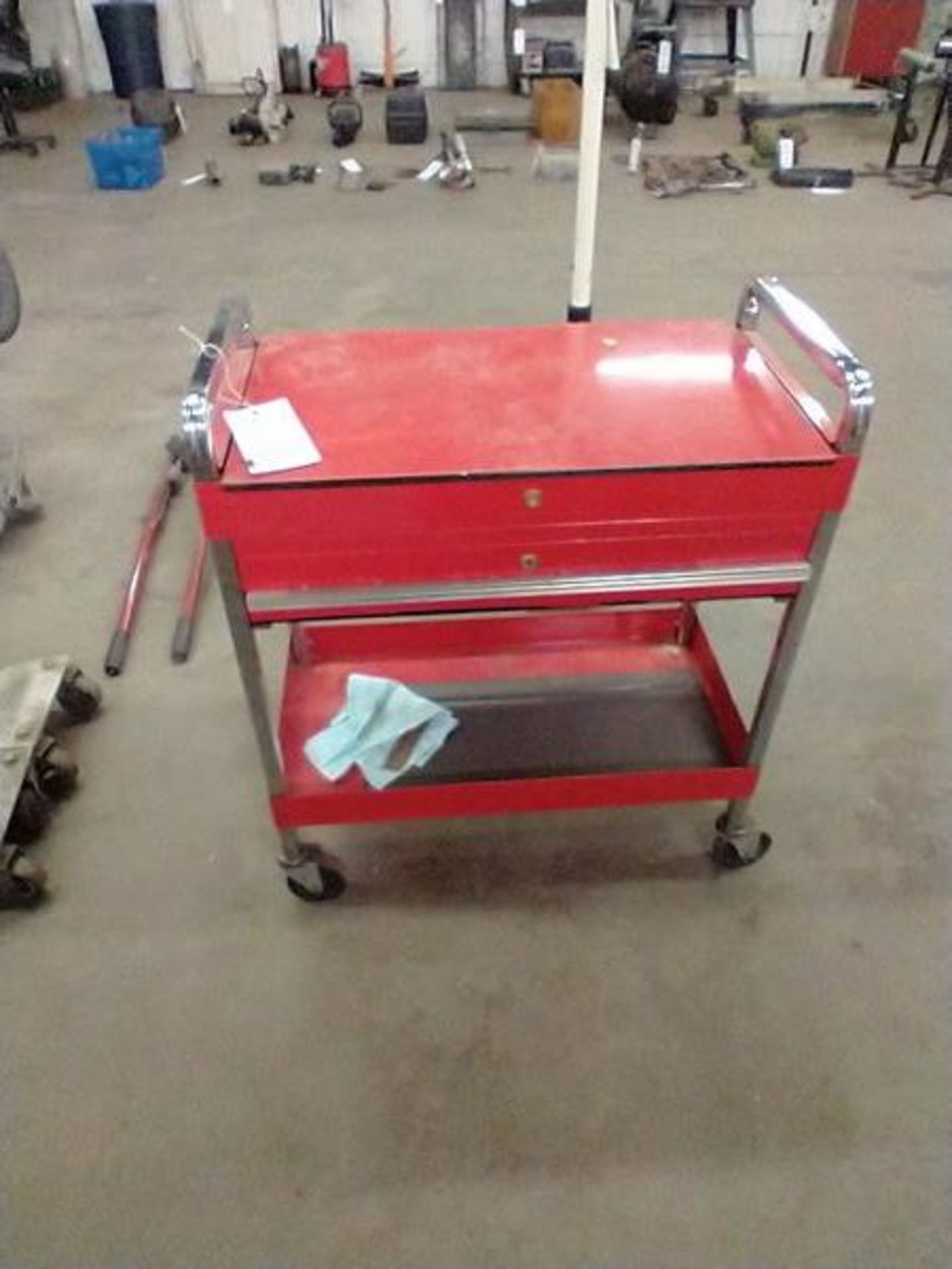 TOOL CART WITH KEY
