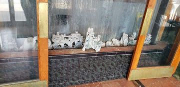 LOT OF 2 PUMPS AND FISH TANK DÉCOR