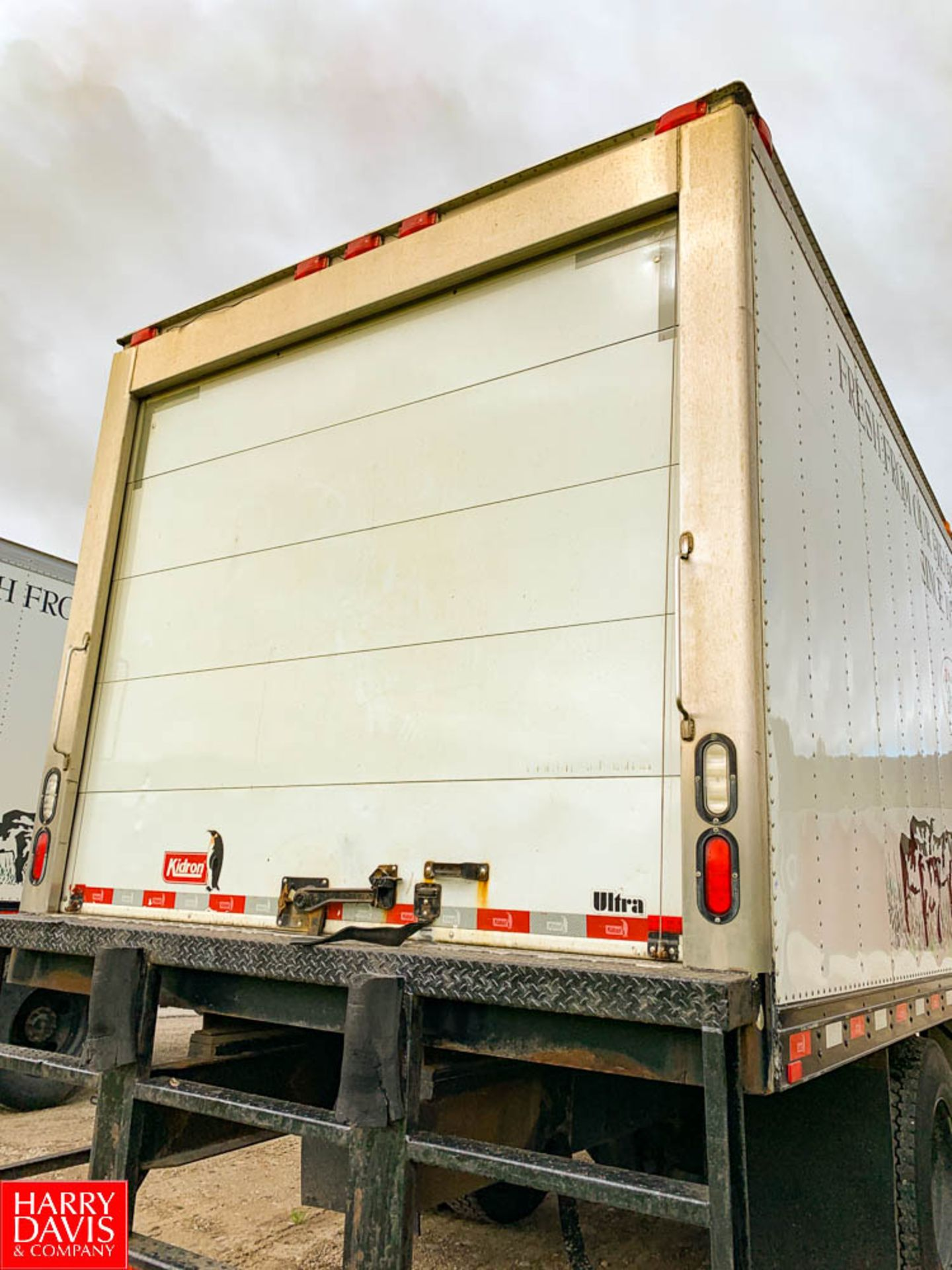 2017 Freightliner 20' Refrigerated Delivery Truck Model: M2106, 33,000 GVWR, Cummins IBS 6.7 280 - Image 3 of 8